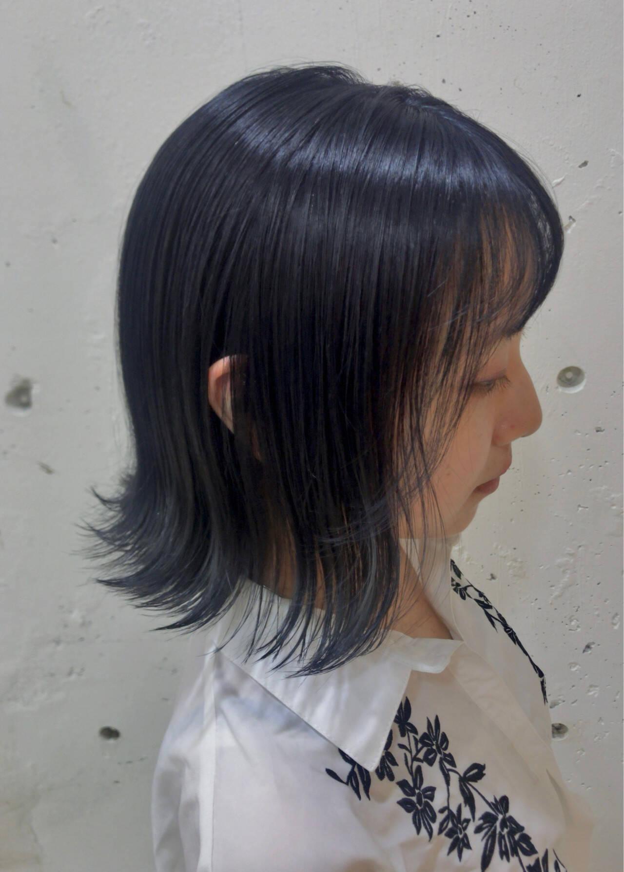 アッシュグレー ネイビー スモーキーアッシュ ネイビーブルーヘアスタイルや髪型の写真・画像
