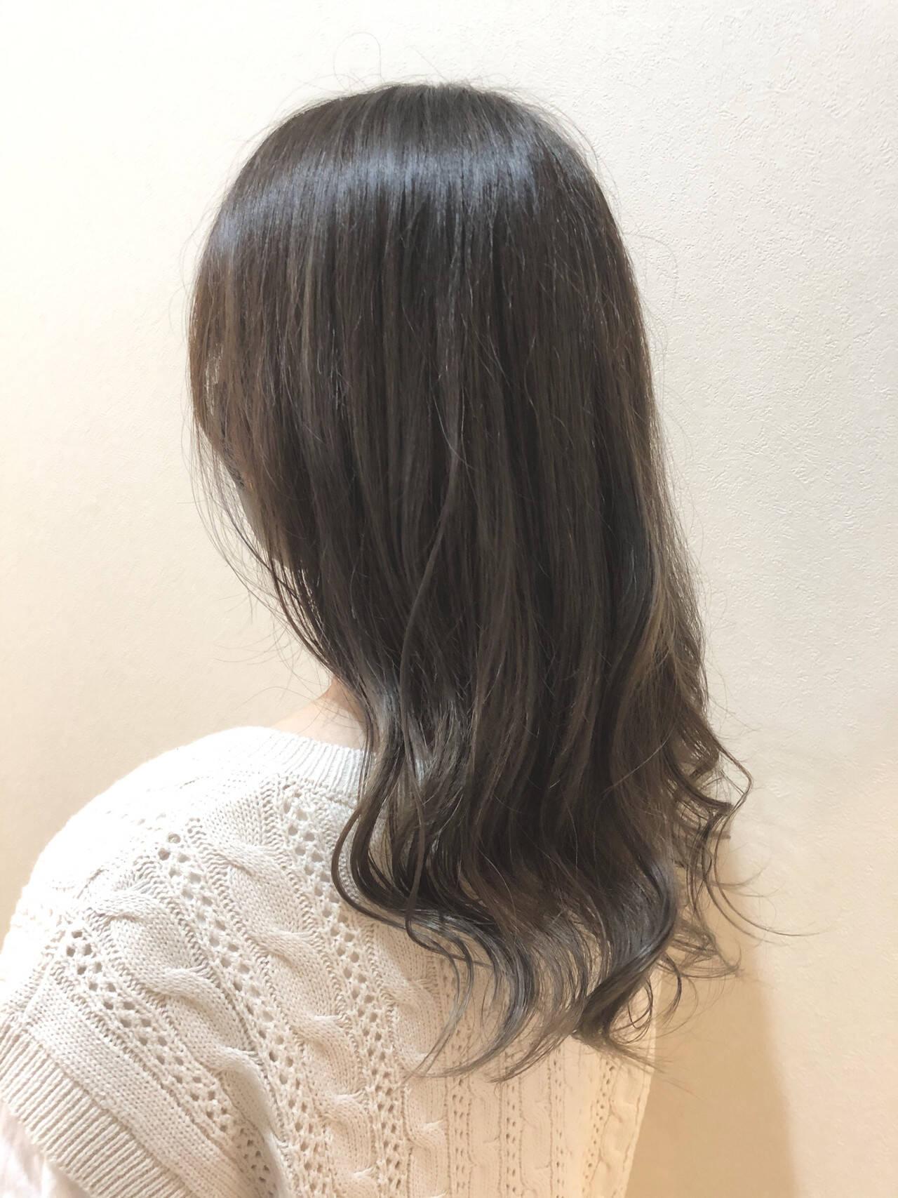 オリーブグレージュ 外国人風 ナチュラル アッシュグレージュヘアスタイルや髪型の写真・画像