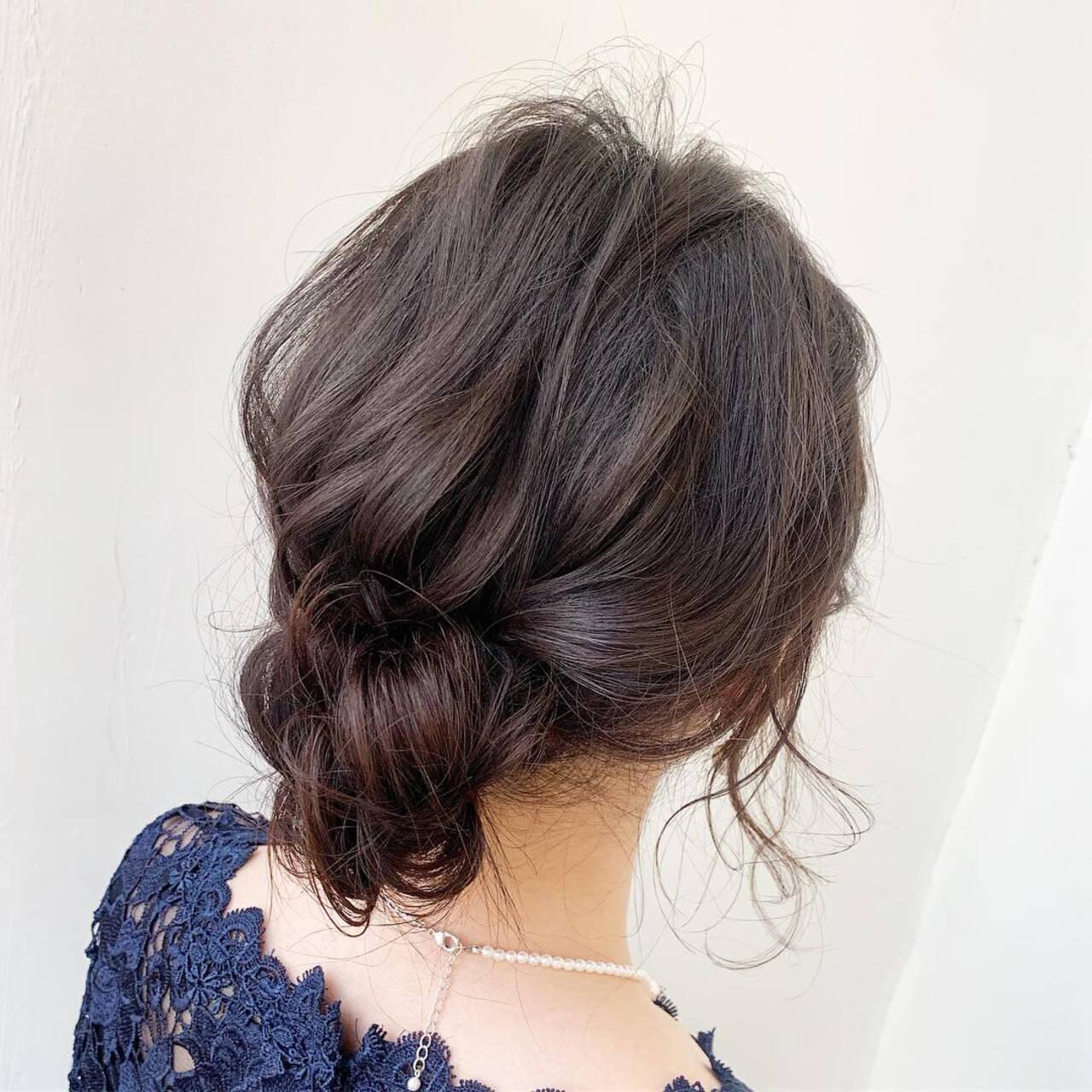ミディアム ヘアアレンジ 後れ毛 シニヨンヘアスタイルや髪型の写真・画像