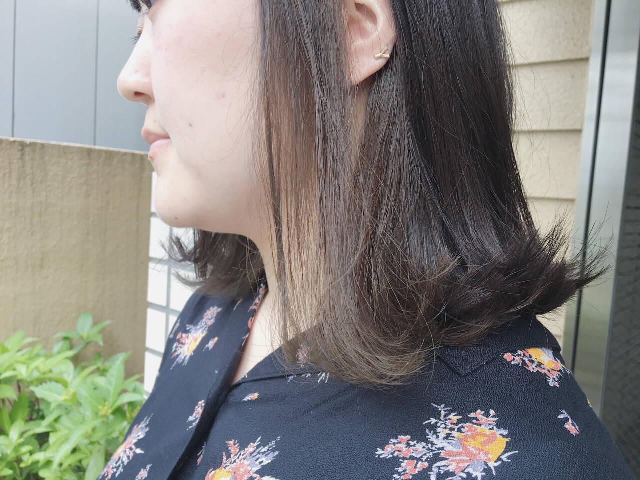 切りっぱなし ナチュラル アッシュグレージュ ブリーチなしヘアスタイルや髪型の写真・画像