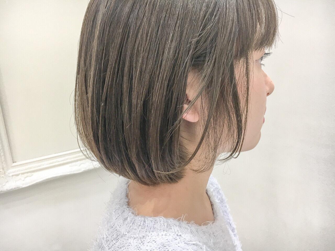 外国人風カラー グレージュ アッシュ 切りっぱなしヘアスタイルや髪型の写真・画像