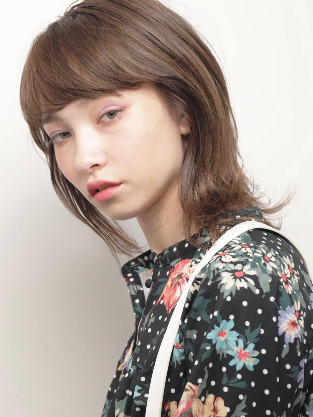 モード マッシュウルフ オリーブベージュ ミディアムヘアスタイルや髪型の写真・画像