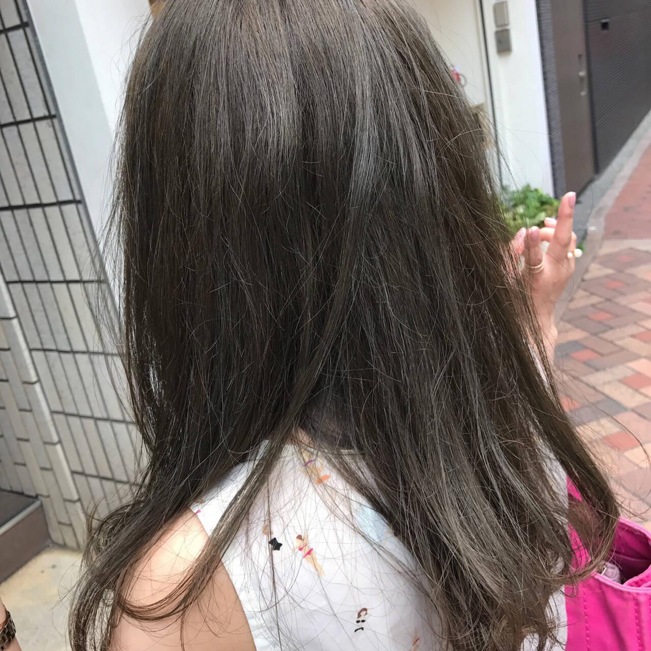 グレージュ セミロング ナチュラル 外国人風カラーヘアスタイルや髪型の写真・画像