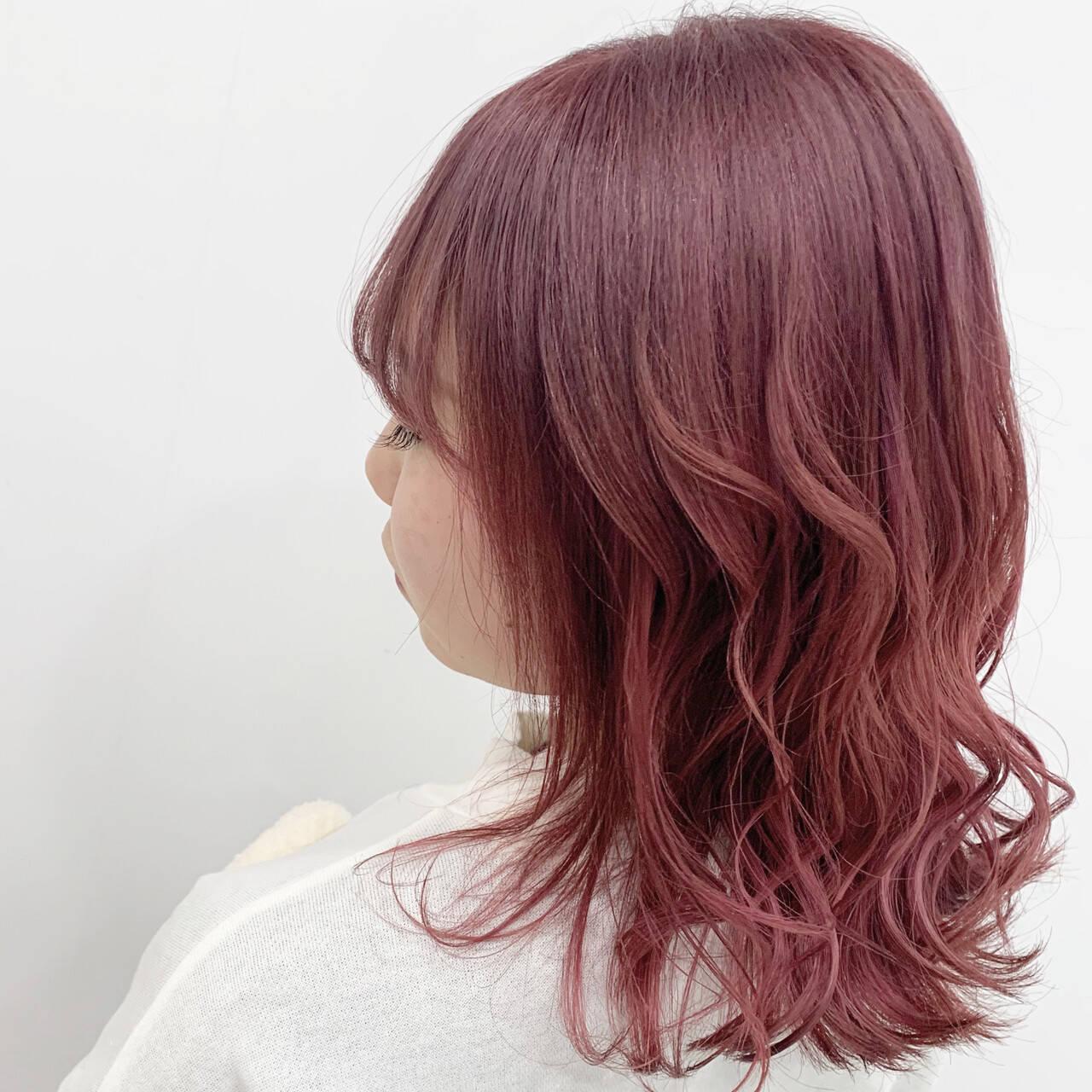 ベリーピンク ハイトーン フェミニン ブリーチヘアスタイルや髪型の写真・画像