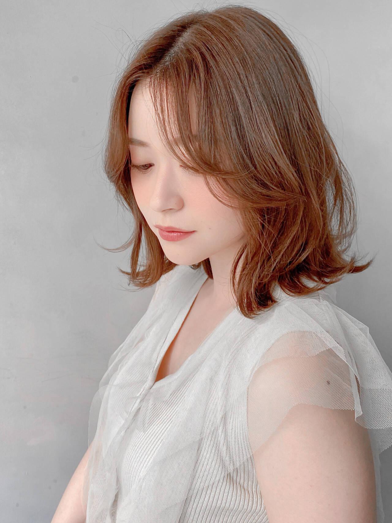 デジタルパーマ 流し前髪 暖色 ナチュラルヘアスタイルや髪型の写真・画像
