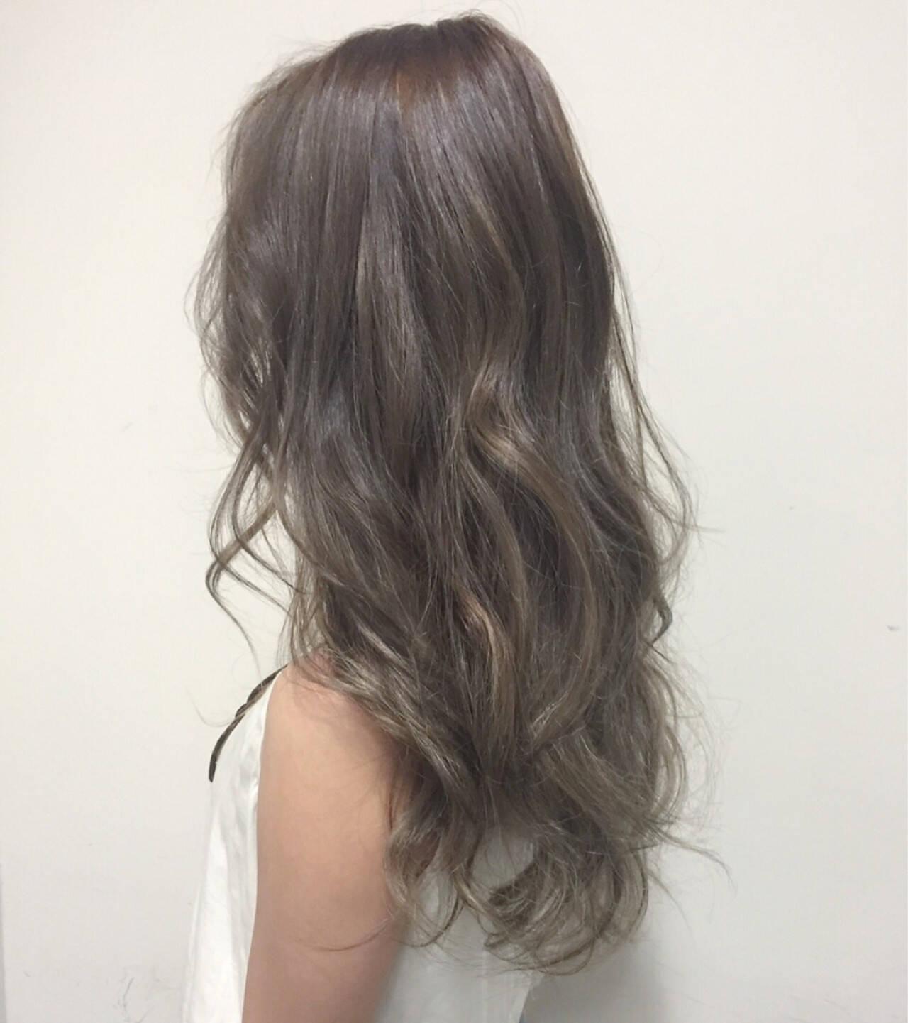 ガーリー グレージュ グラデーションカラー セミロングヘアスタイルや髪型の写真・画像