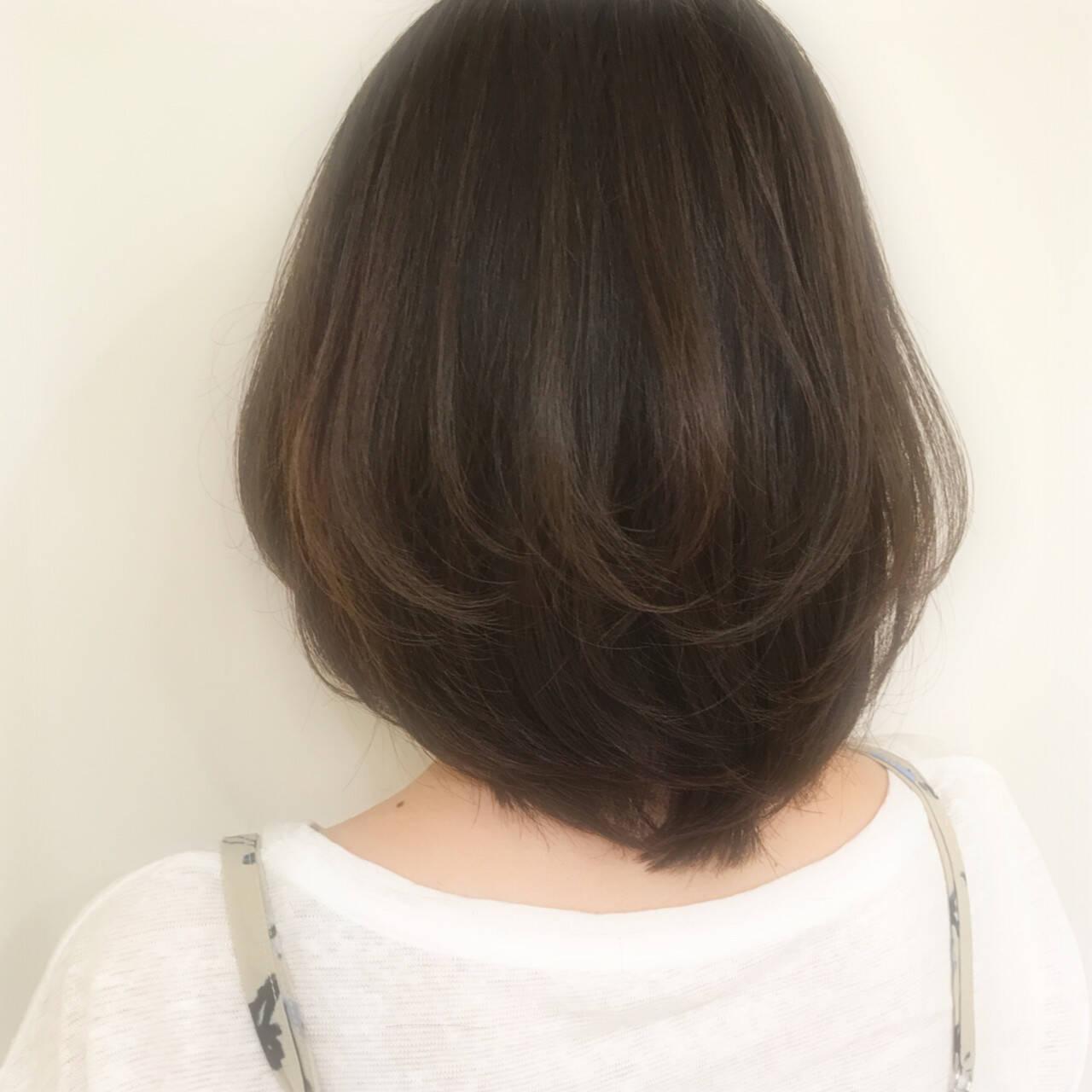 ミディアム デート グレージュ アッシュヘアスタイルや髪型の写真・画像
