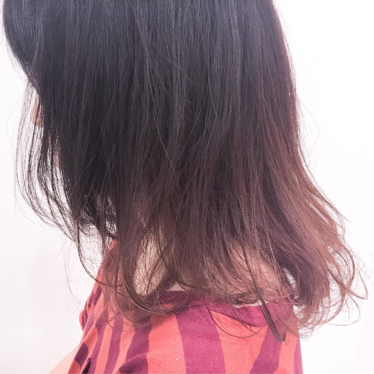 グラデーションカラー ストリート ビビッドカラー ミディアムヘアスタイルや髪型の写真・画像
