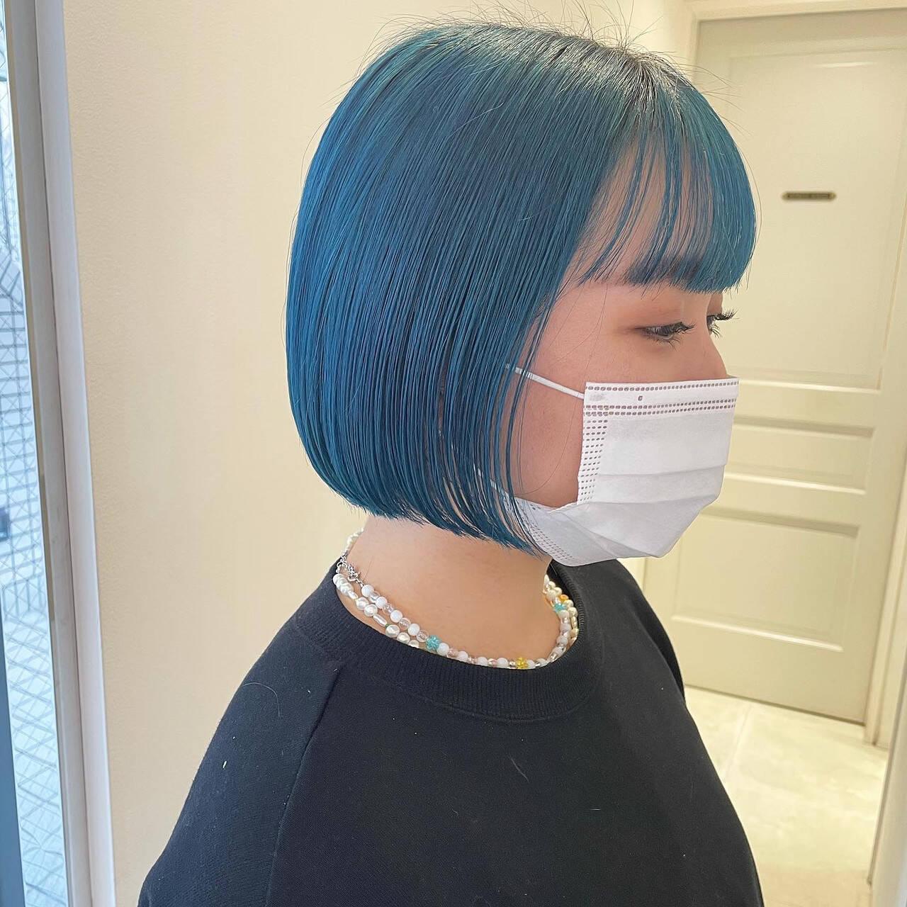 ミニボブ 切りっぱなしボブ ターコイズブルー ナチュラルヘアスタイルや髪型の写真・画像