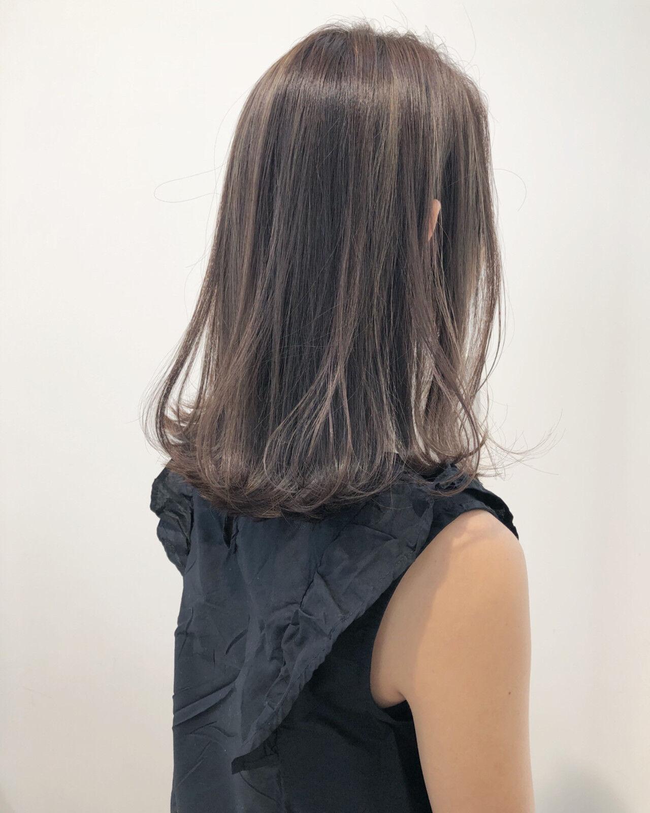 ハイライト グレージュ フェミニン ナチュラルヘアスタイルや髪型の写真・画像