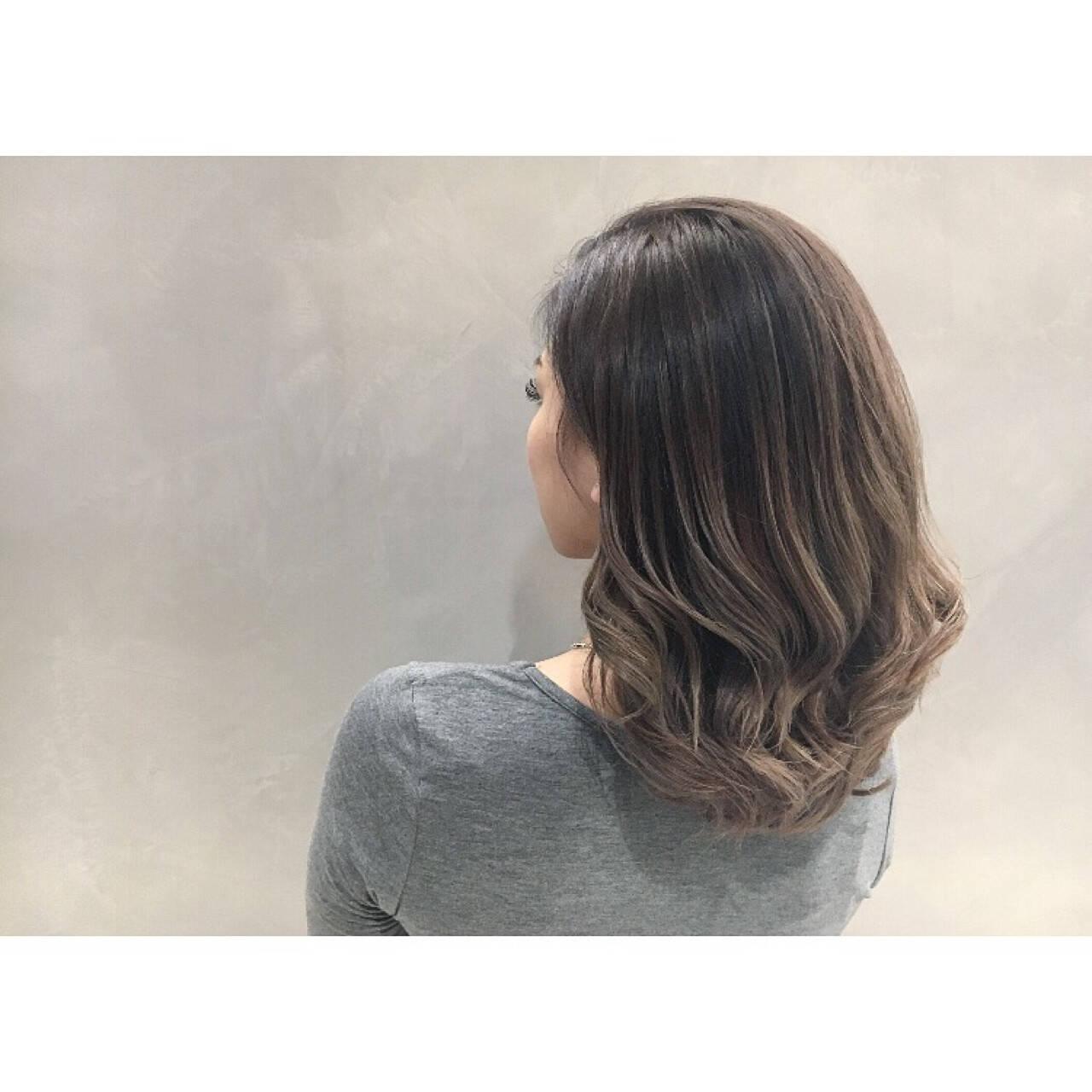 アッシュ グレージュ 外国人風 エレガントヘアスタイルや髪型の写真・画像