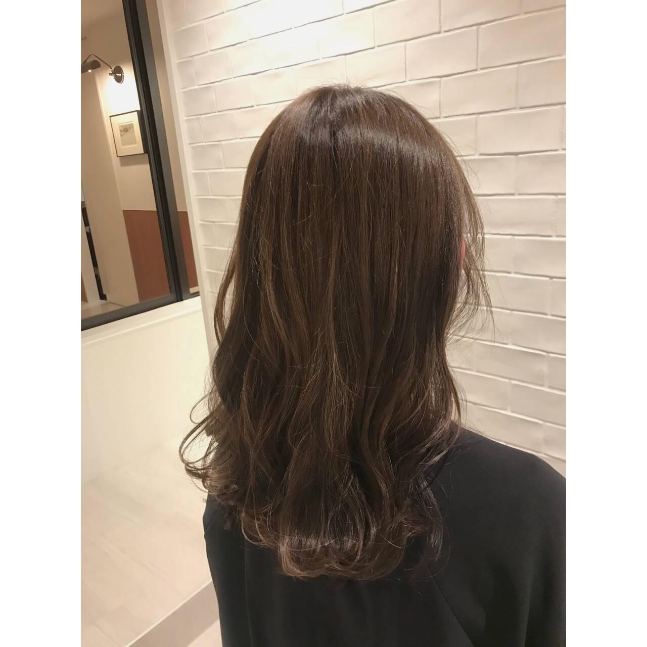 ヘアアレンジ ウェーブ ナチュラル デートヘアスタイルや髪型の写真・画像