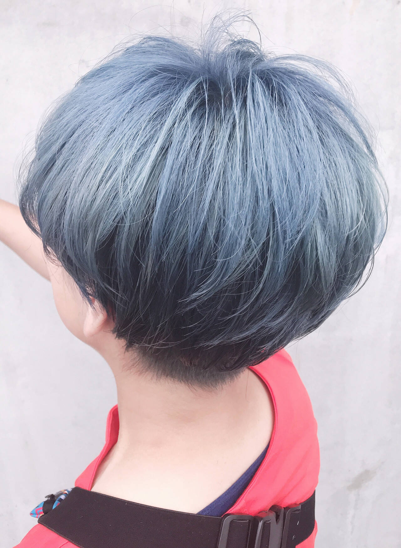 ショート シルバーグレー シルバーアッシュ ストリートヘアスタイルや髪型の写真・画像
