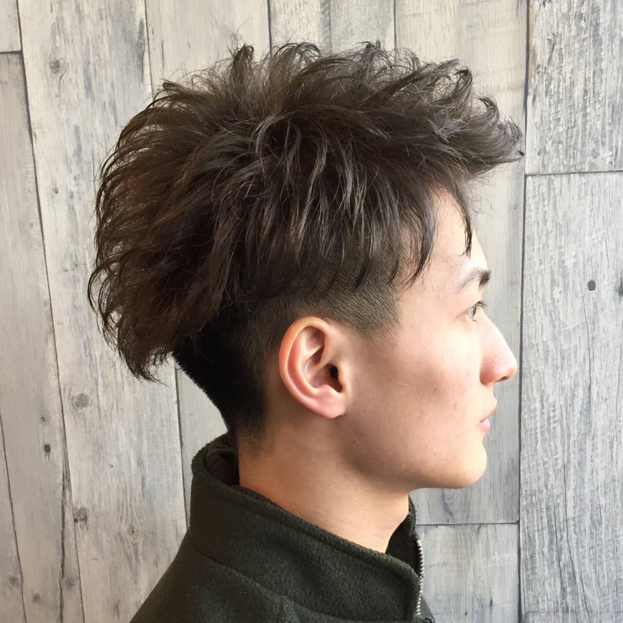 アッシュグレー メンズ 2ブロック ブリーチヘアスタイルや髪型の写真・画像
