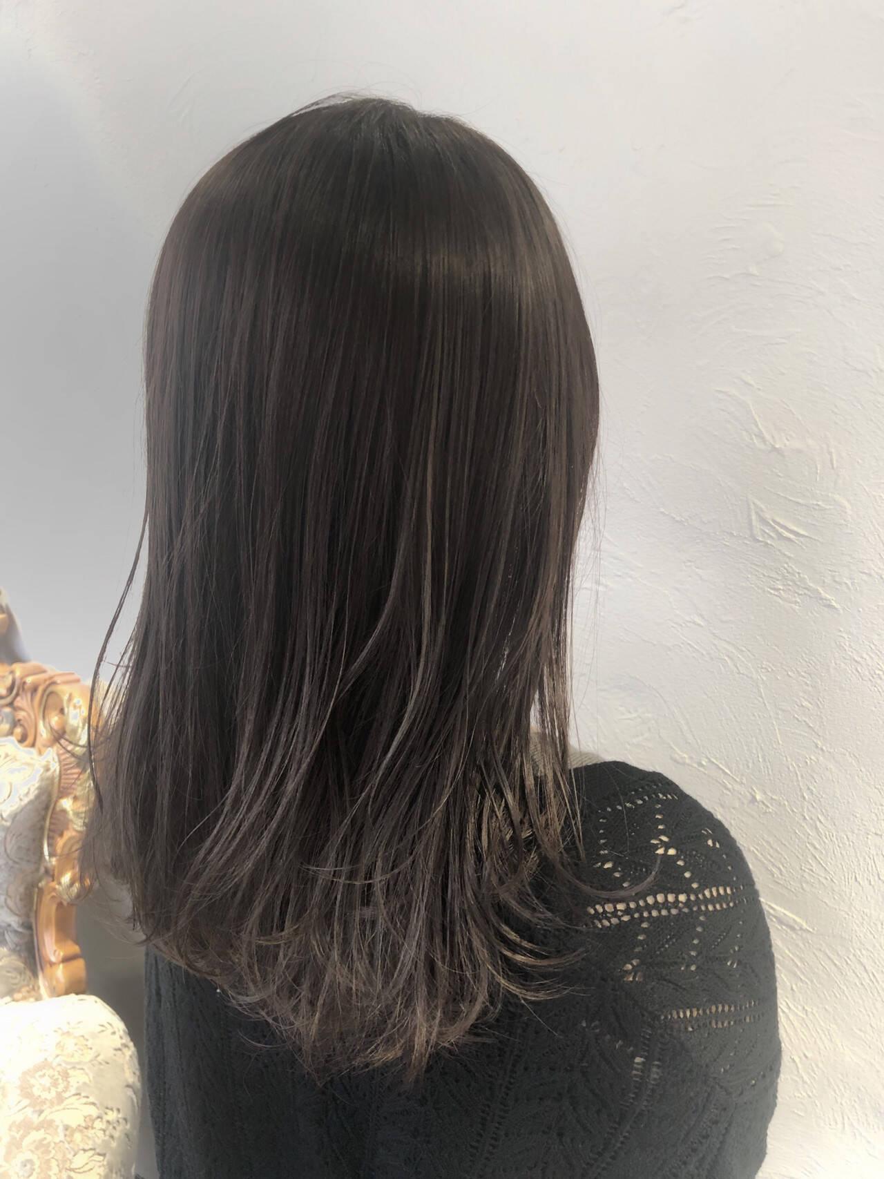セミロング 大人ハイライト ハイライト 透明感カラーヘアスタイルや髪型の写真・画像
