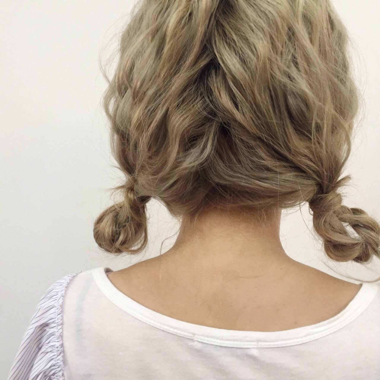 ねじり セミロング ツインテール ヘアアレンジヘアスタイルや髪型の写真・画像