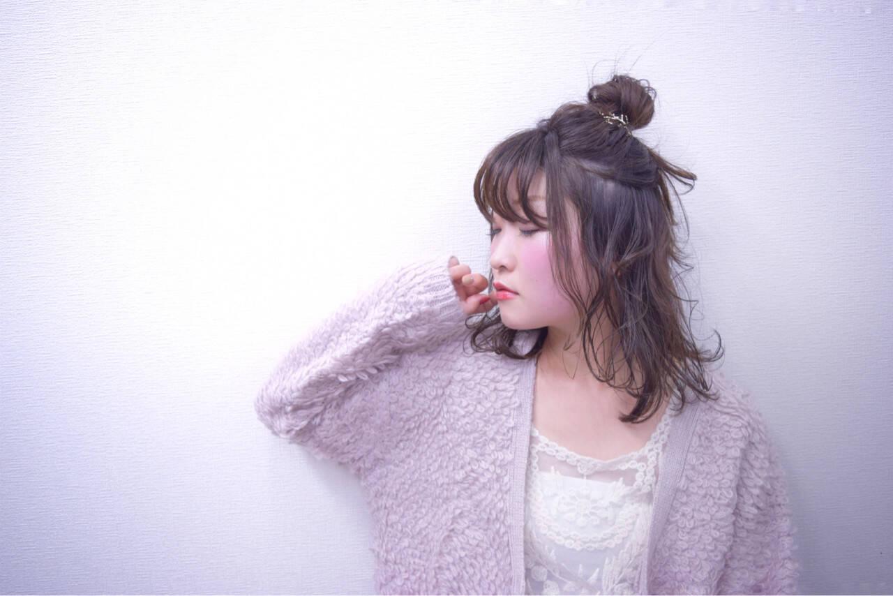 ナチュラル デート ハーフアップ シースルーバングヘアスタイルや髪型の写真・画像