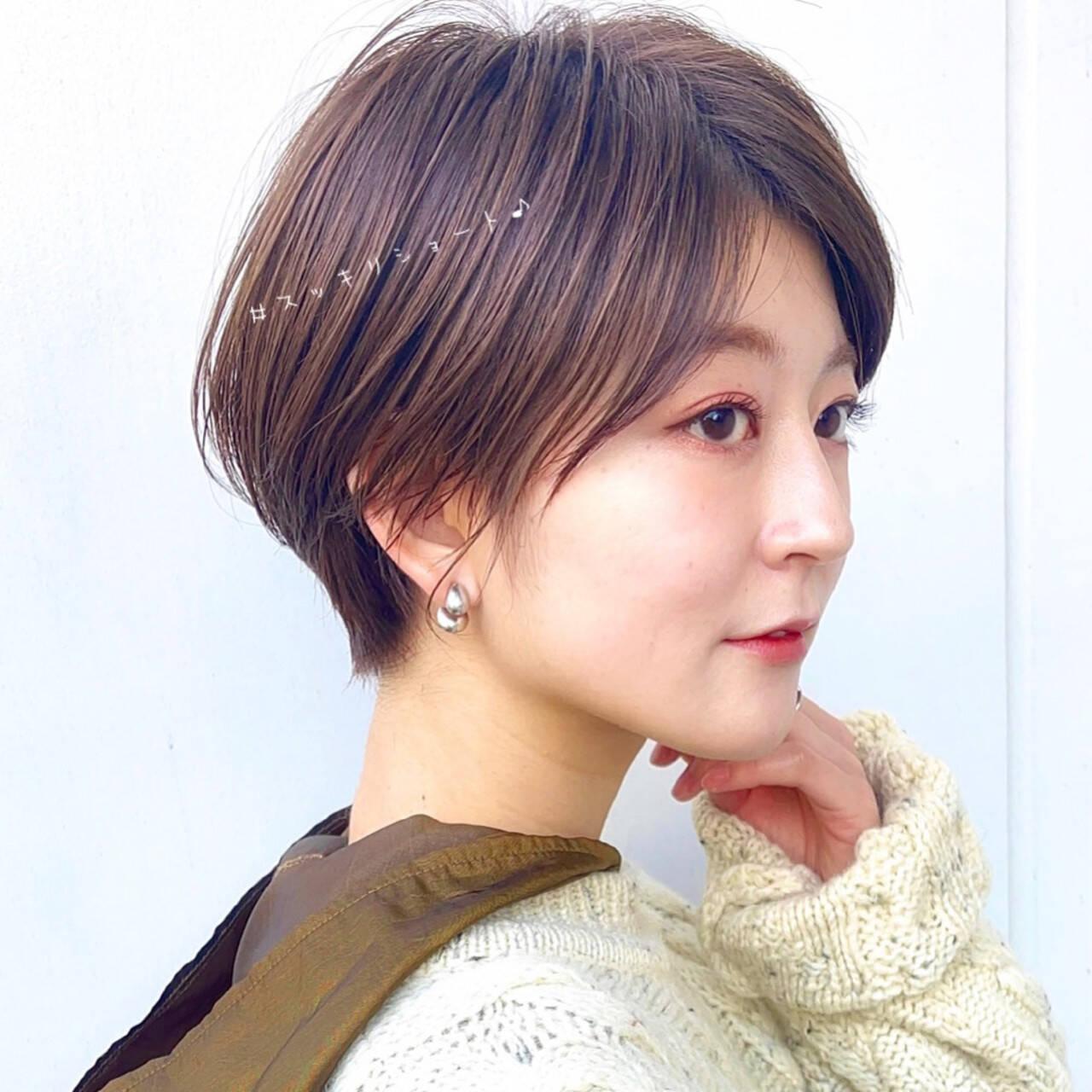 フェミニン ショートヘア ハンサムショート 切りっぱなしボブヘアスタイルや髪型の写真・画像