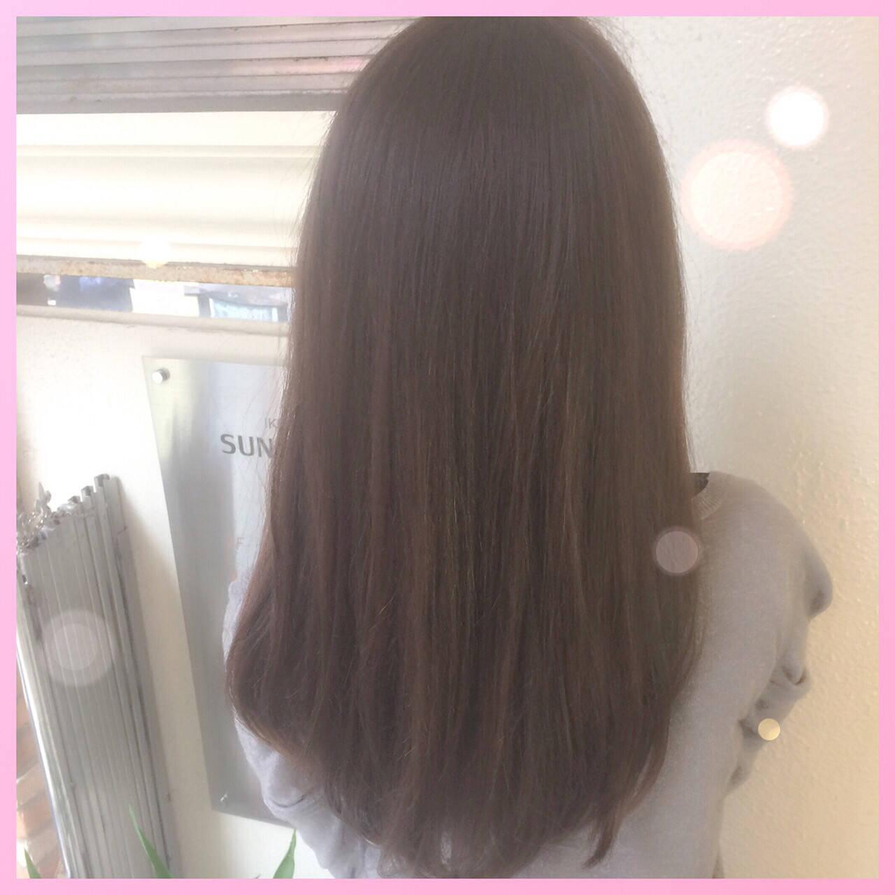 外国人風 ハイライト 暗髪 アッシュヘアスタイルや髪型の写真・画像