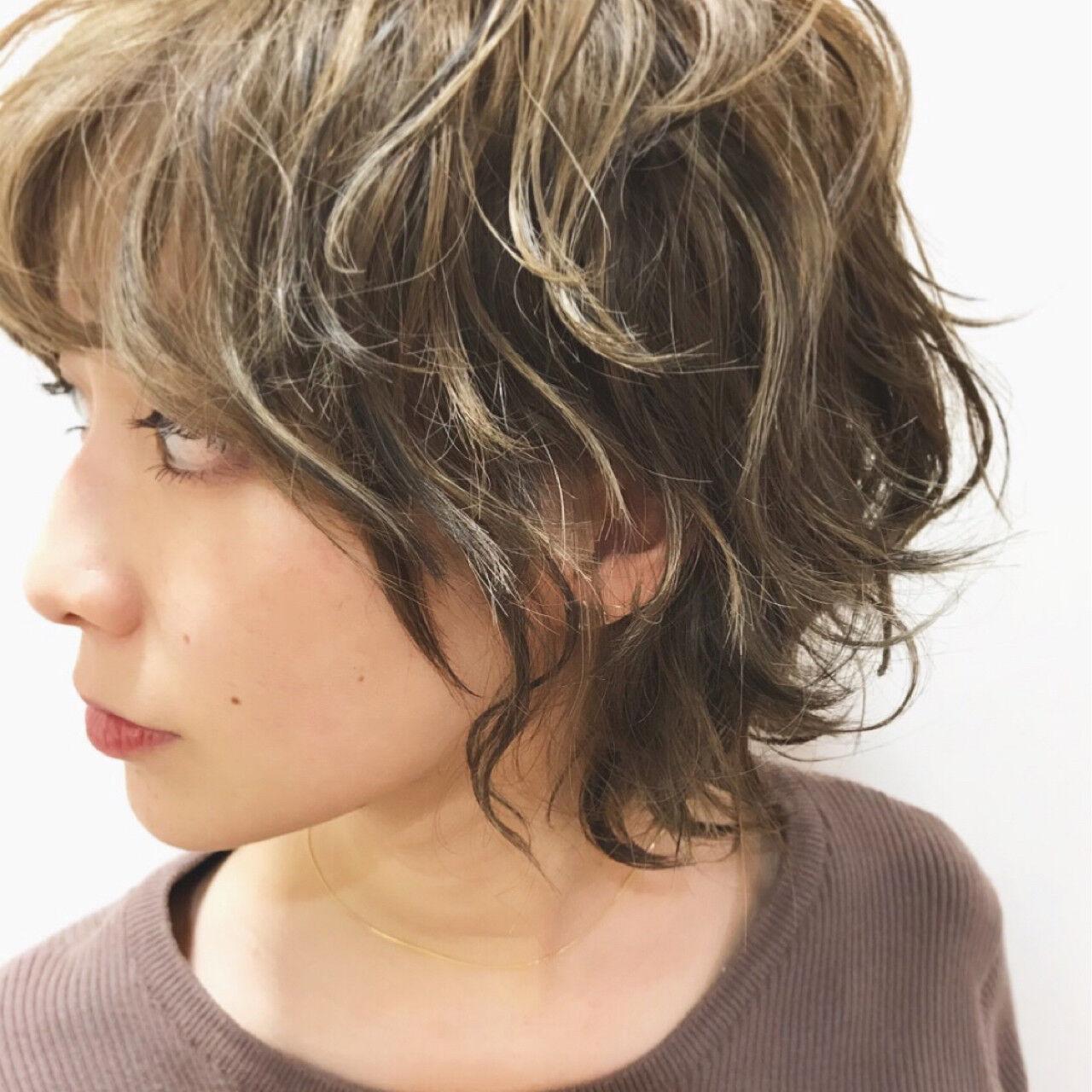 デート ショート 外ハネ ストリートヘアスタイルや髪型の写真・画像