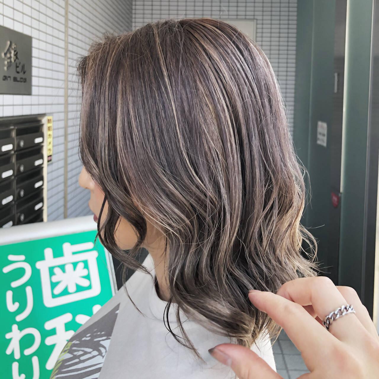 3Dハイライト ミルクティーグレージュ 大人ハイライト ミルクティーベージュヘアスタイルや髪型の写真・画像