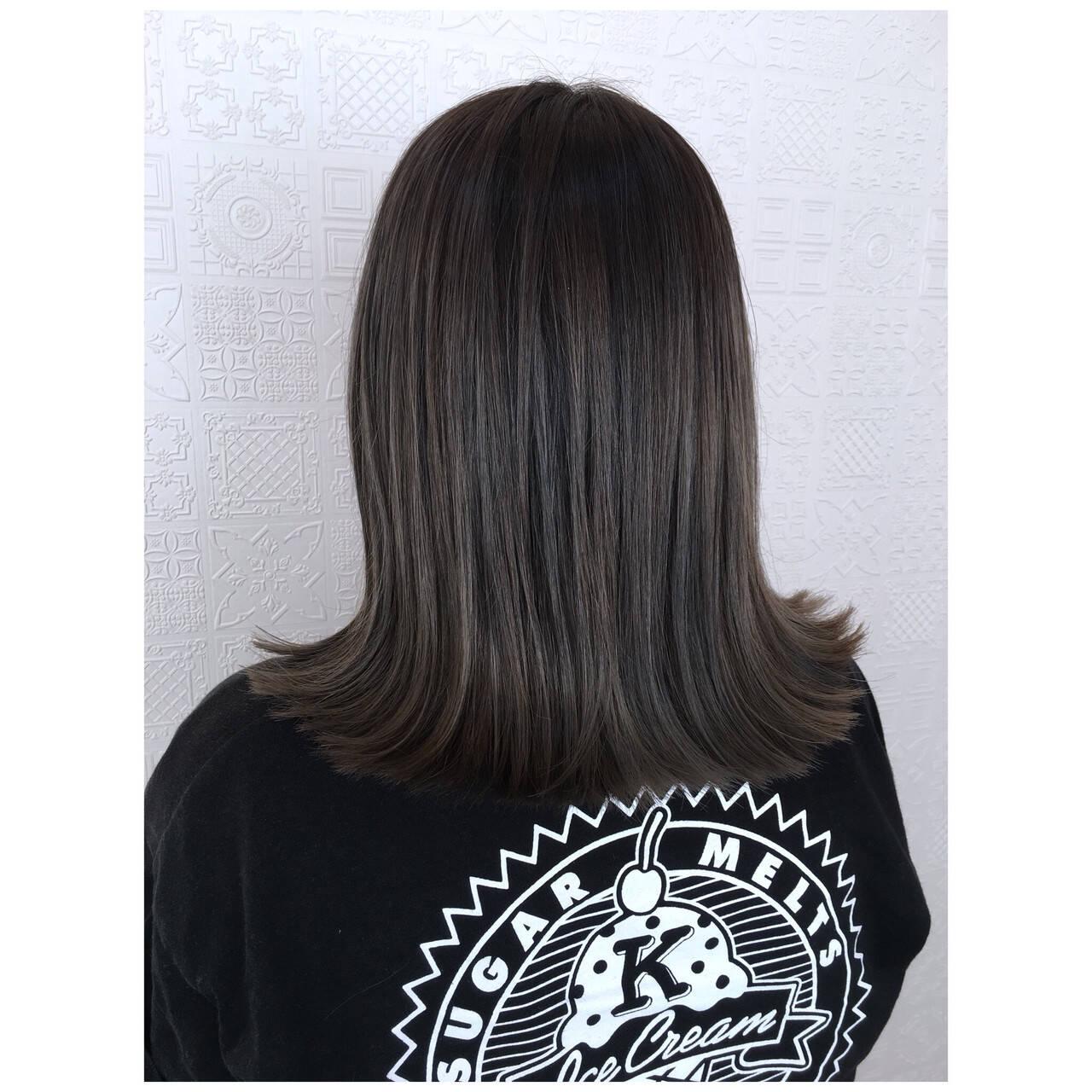 オリーブアッシュ オリーブカラー ナチュラル ミディアムヘアスタイルや髪型の写真・画像
