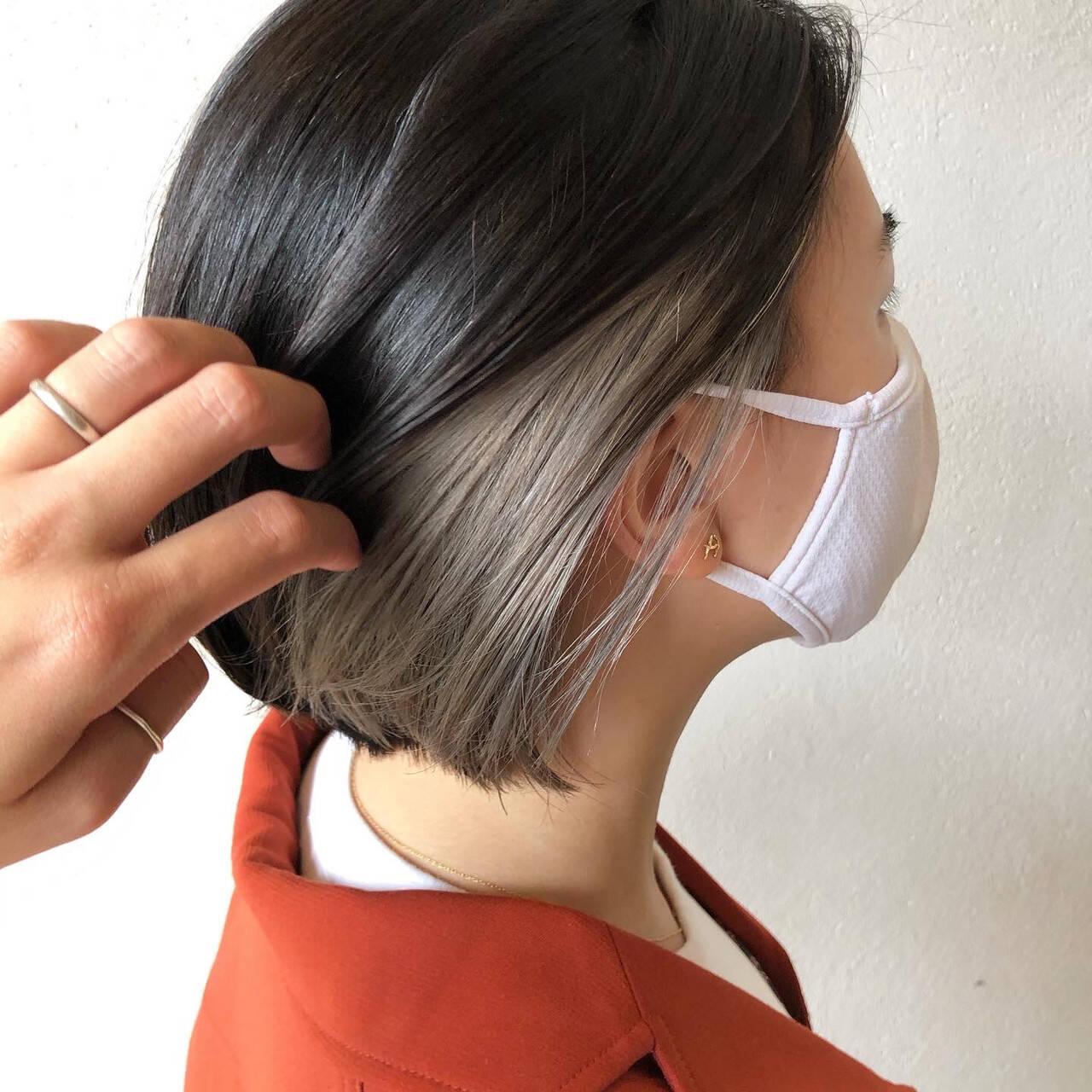 モード シルバーグレー インナーカラー シルバーアッシュヘアスタイルや髪型の写真・画像