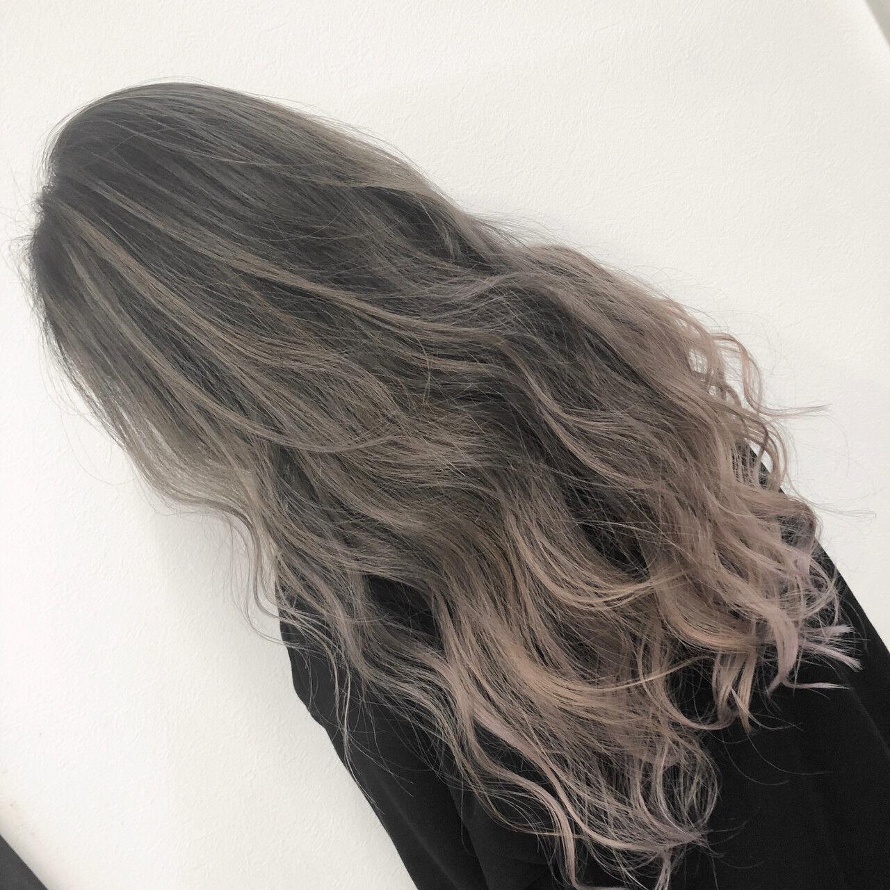 バレイヤージュ シルバーアッシュ ホワイトアッシュ ストリートヘアスタイルや髪型の写真・画像