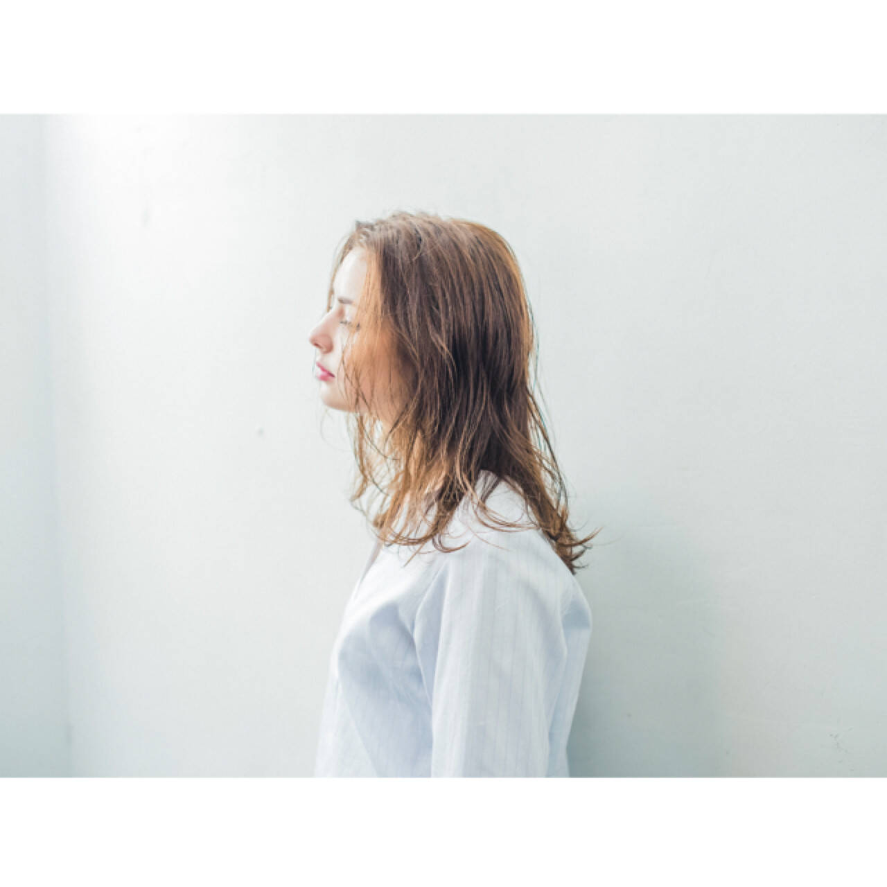 ウェーブ 女子会 アンニュイ ミディアムヘアスタイルや髪型の写真・画像