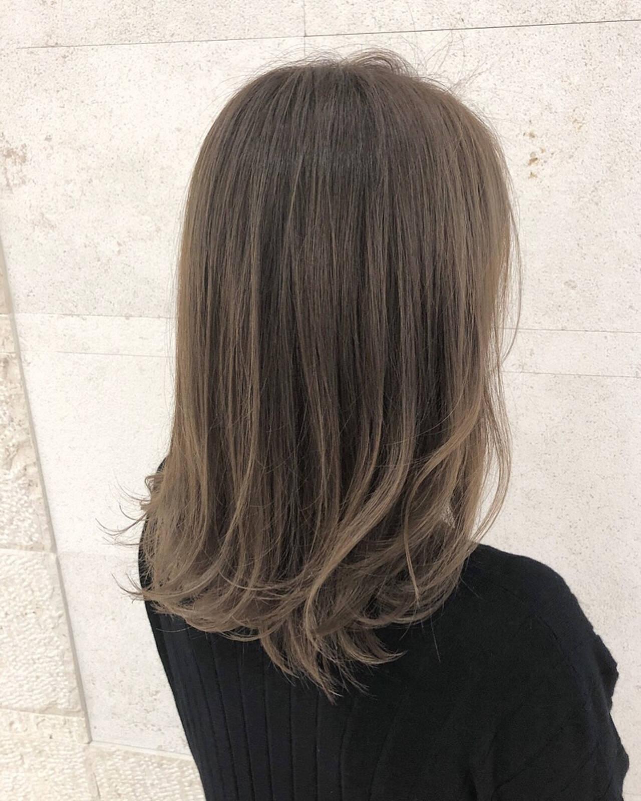 外国人風カラー アッシュベージュ ナチュラル グレージュヘアスタイルや髪型の写真・画像