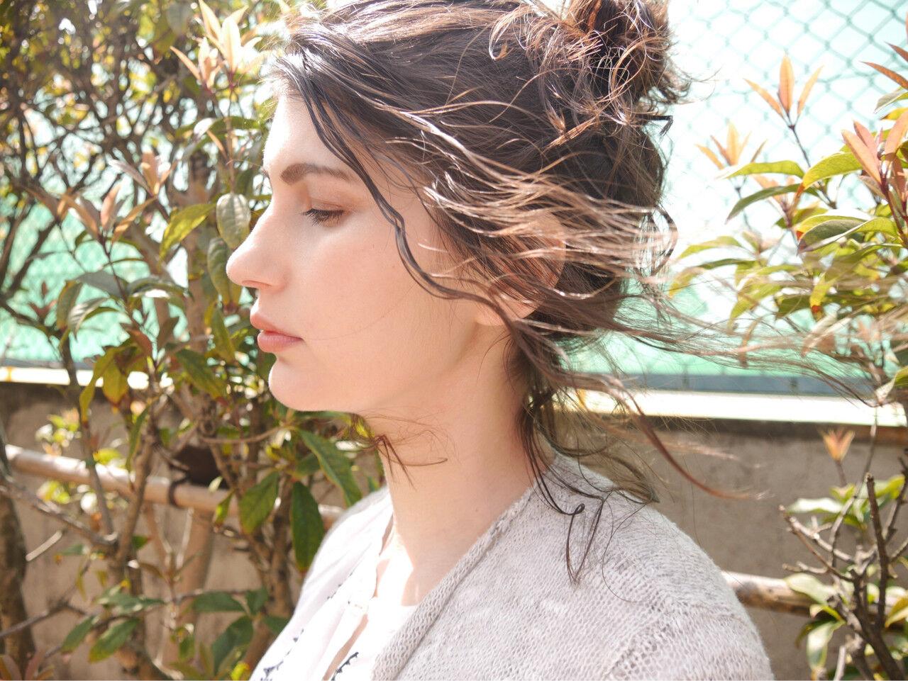 アンニュイ セミロング ウェーブ ナチュラルヘアスタイルや髪型の写真・画像