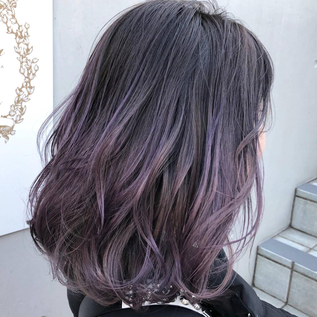 ミディアム ブリーチ ラベンダーグレージュ グラデーションカラーヘアスタイルや髪型の写真・画像