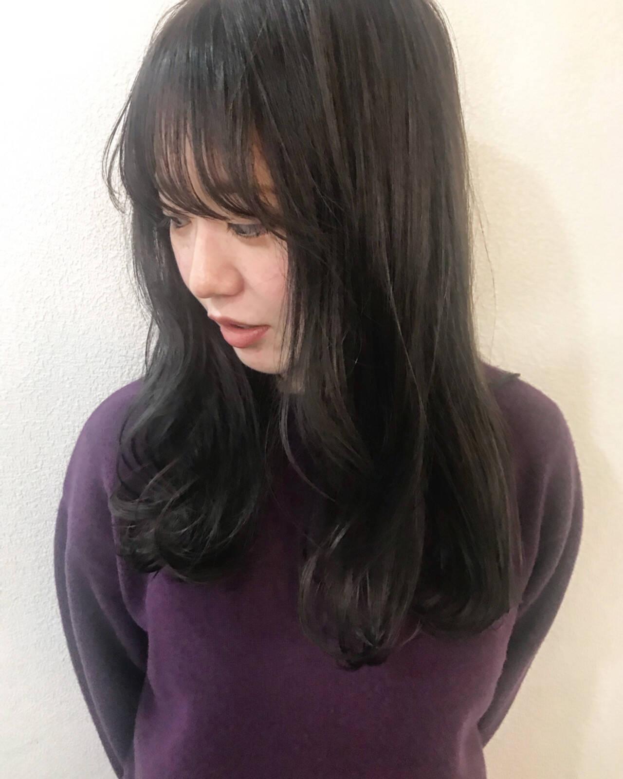秋 アッシュグレー グレージュ セミロングヘアスタイルや髪型の写真・画像