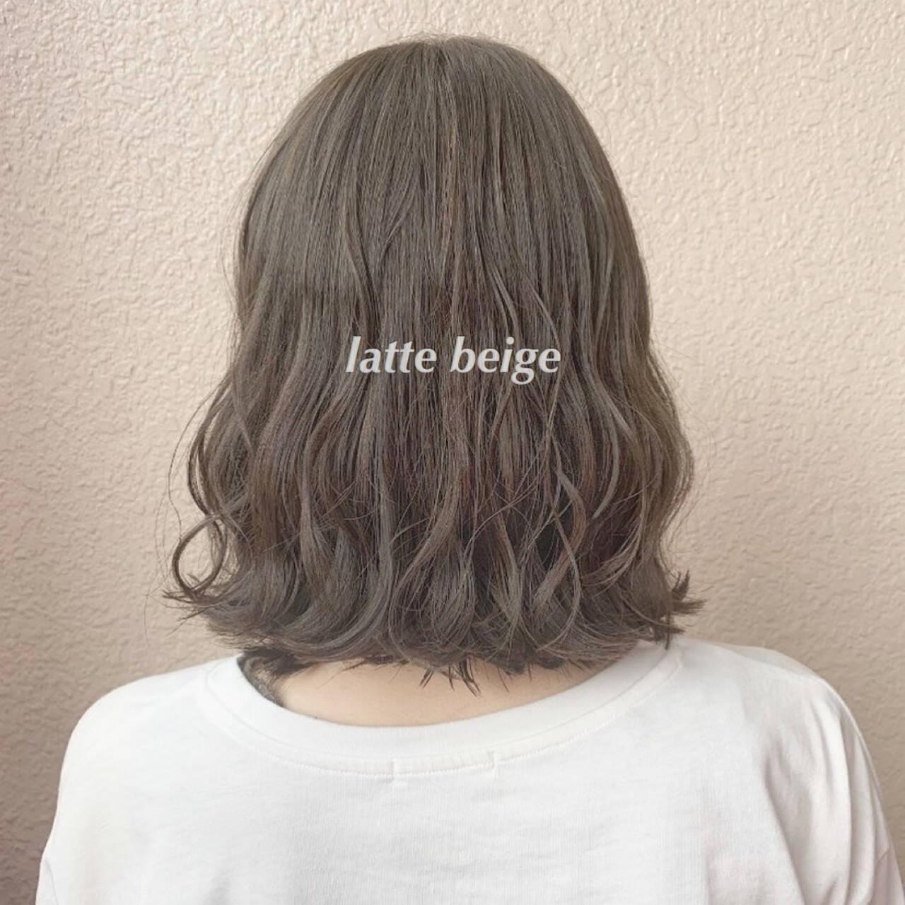 ブリーチなし 切りっぱなしボブ ミディアム ミルクティーベージュヘアスタイルや髪型の写真・画像