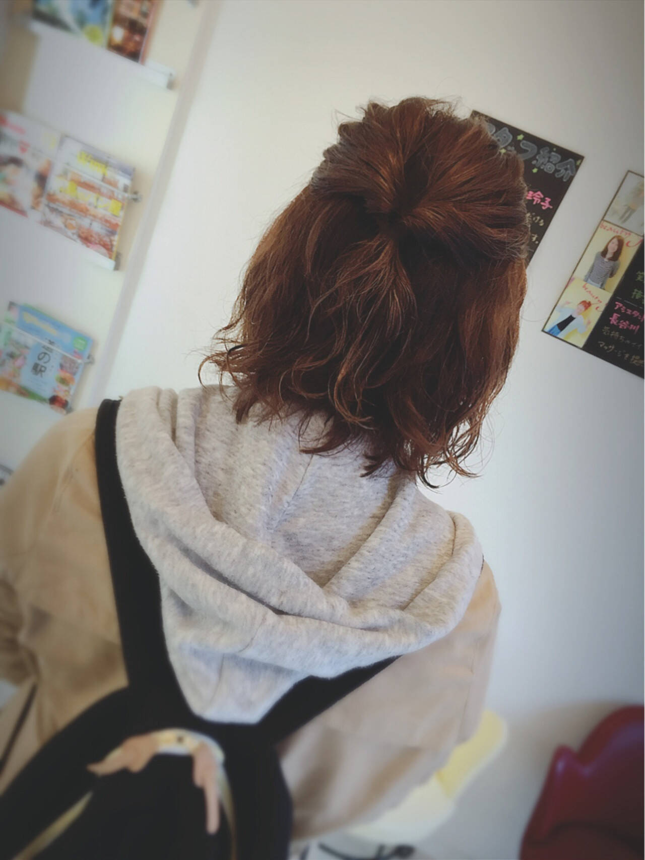 パーマ ニュアンス くるりんぱ ハーフアップヘアスタイルや髪型の写真・画像