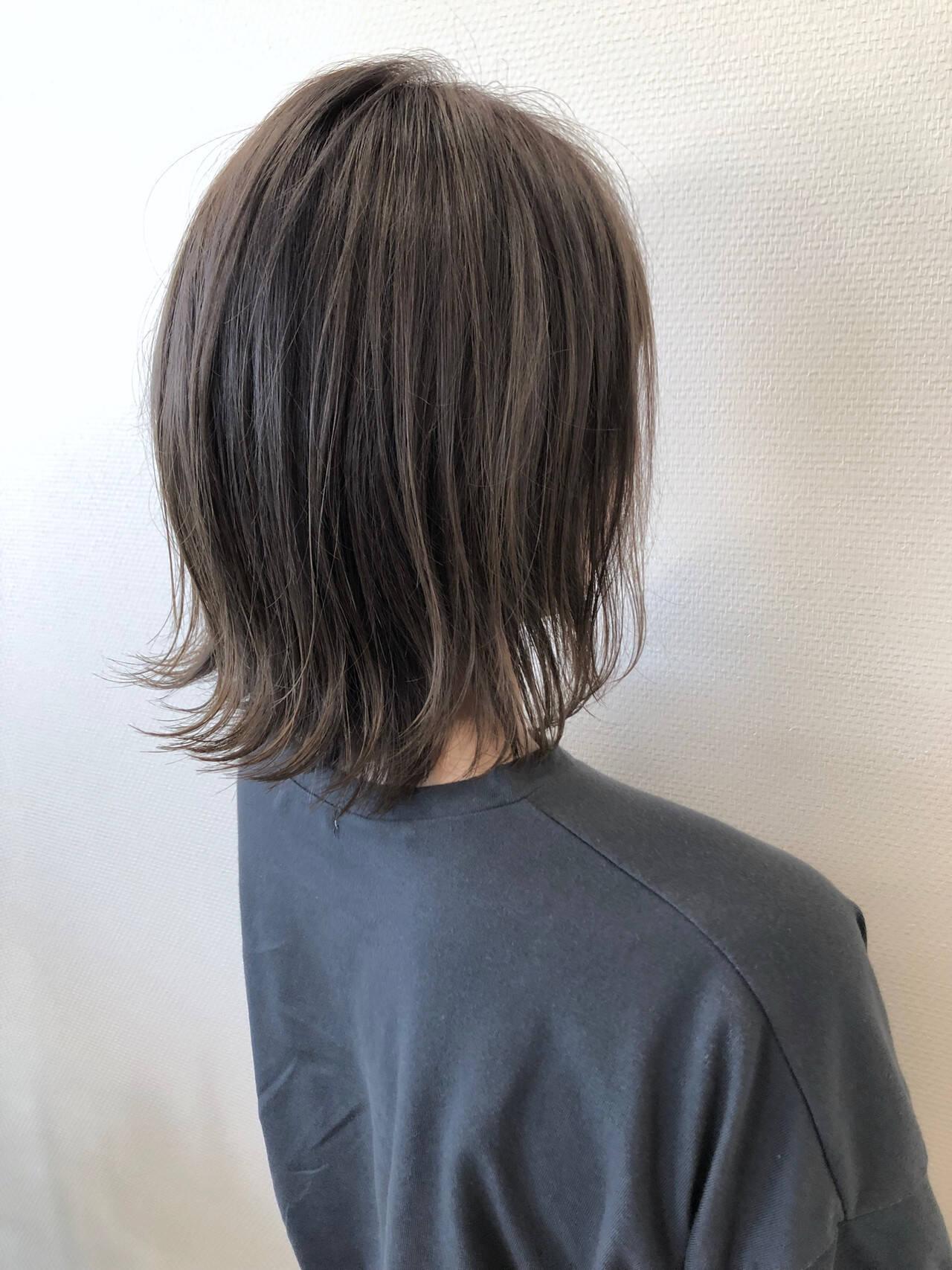 外ハネボブ アッシュベージュ ヘアスタイル ミディアムヘアスタイルや髪型の写真・画像