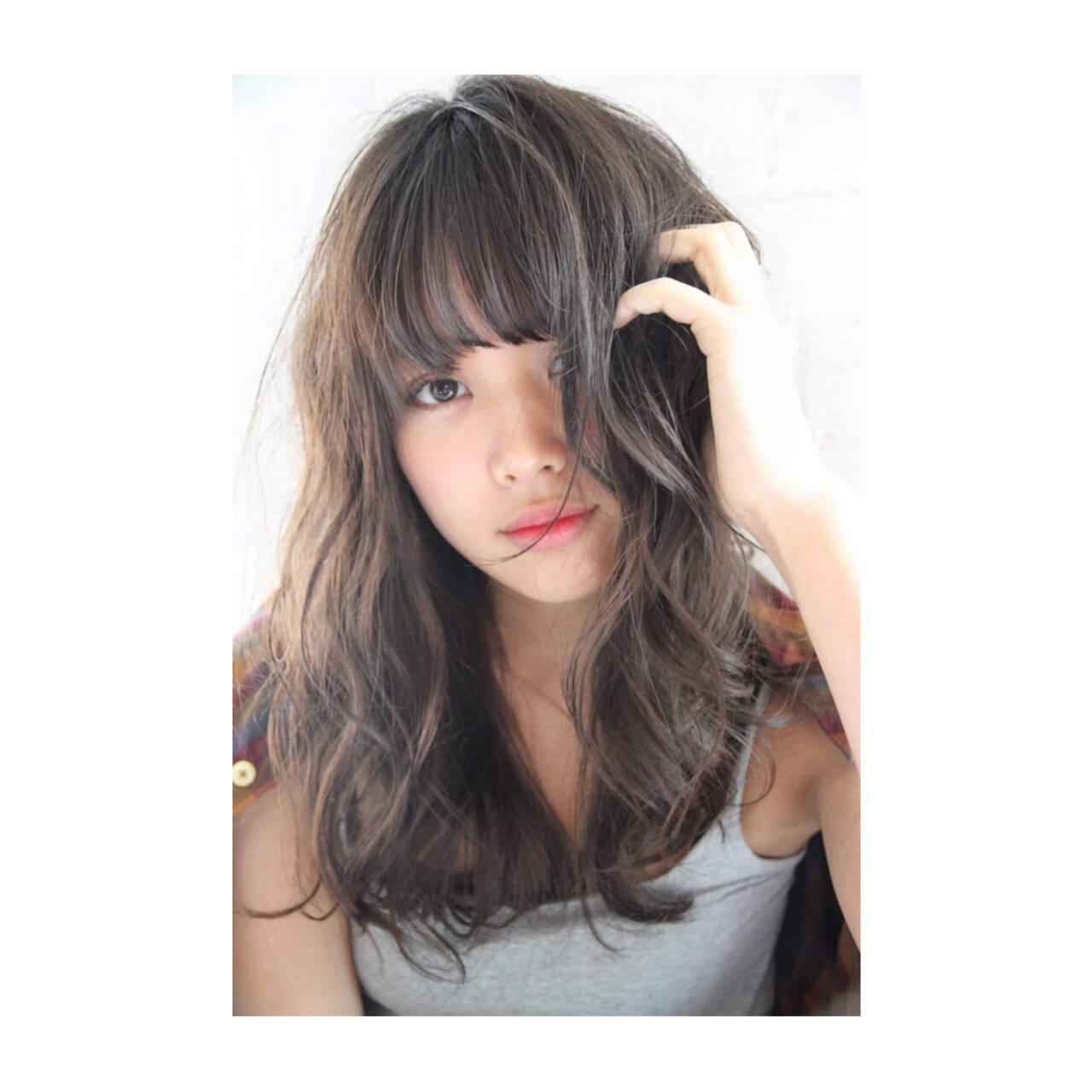 アンニュイほつれヘア デジタルパーマ ゆるふわ アッシュヘアスタイルや髪型の写真・画像