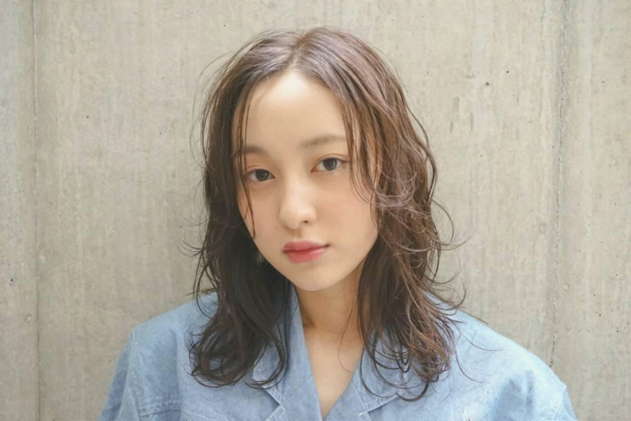 アンニュイ リラックス ウェーブ ミディアムヘアスタイルや髪型の写真・画像