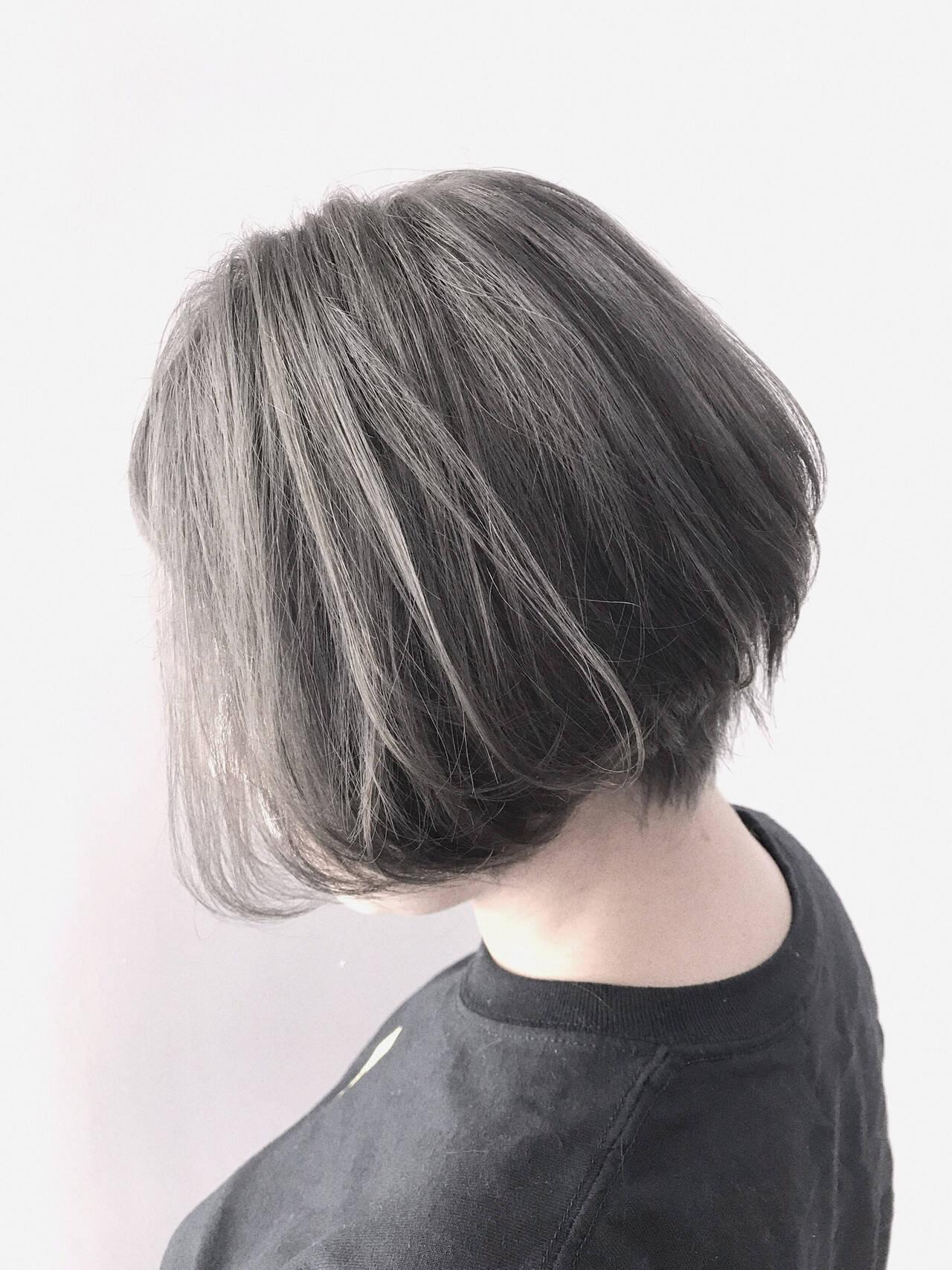 ショートボブ モード ハンサムショート アッシュグレーヘアスタイルや髪型の写真・画像