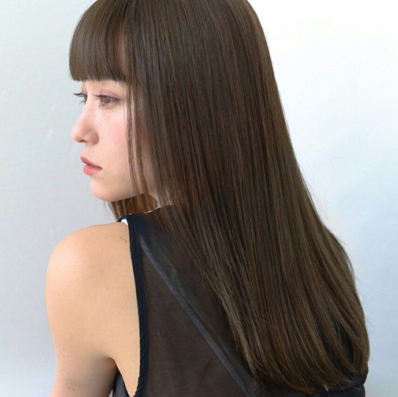 アッシュ グレージュ 前髪あり セミロングヘアスタイルや髪型の写真・画像