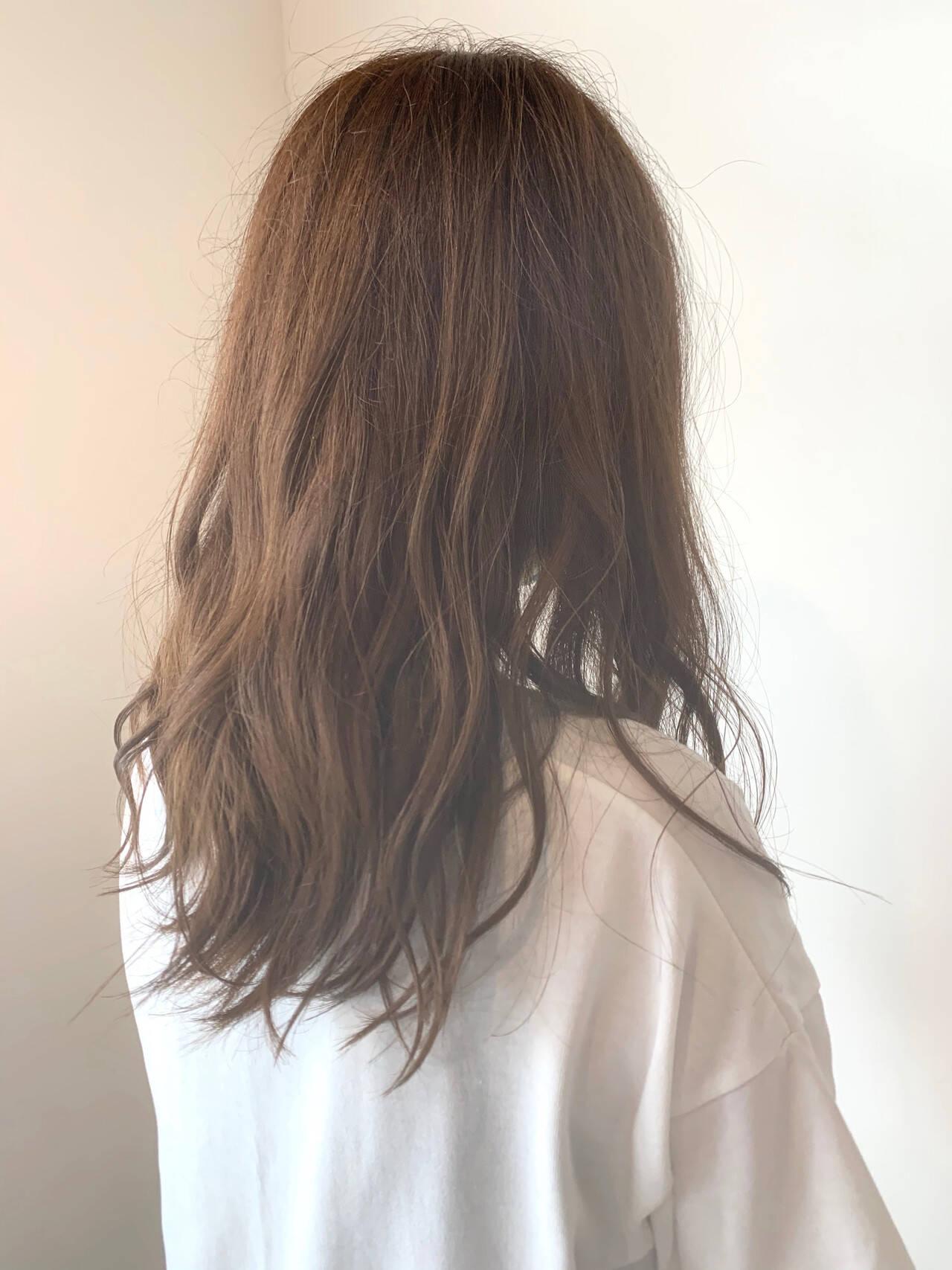ガーリー オリーブベージュ ミディアム カーキアッシュヘアスタイルや髪型の写真・画像