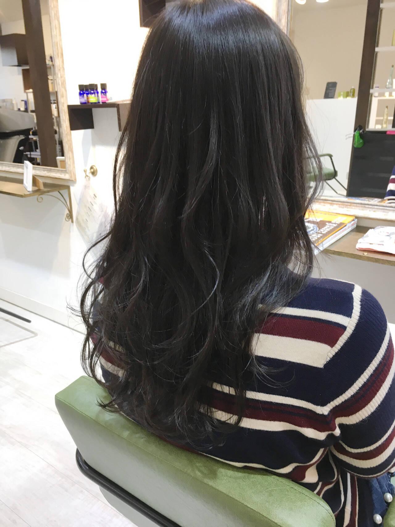 アンニュイほつれヘア ハイライト ウェーブ アッシュヘアスタイルや髪型の写真・画像