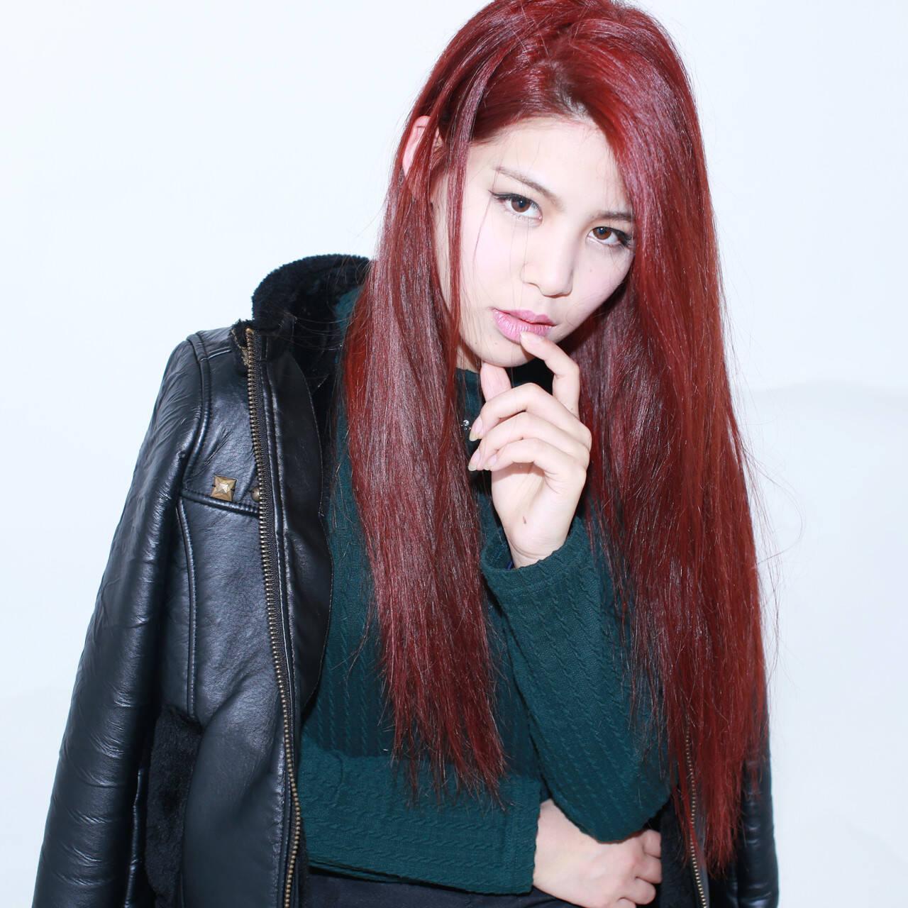 大人かわいい レッド 外国人風 ロングヘアスタイルや髪型の写真・画像
