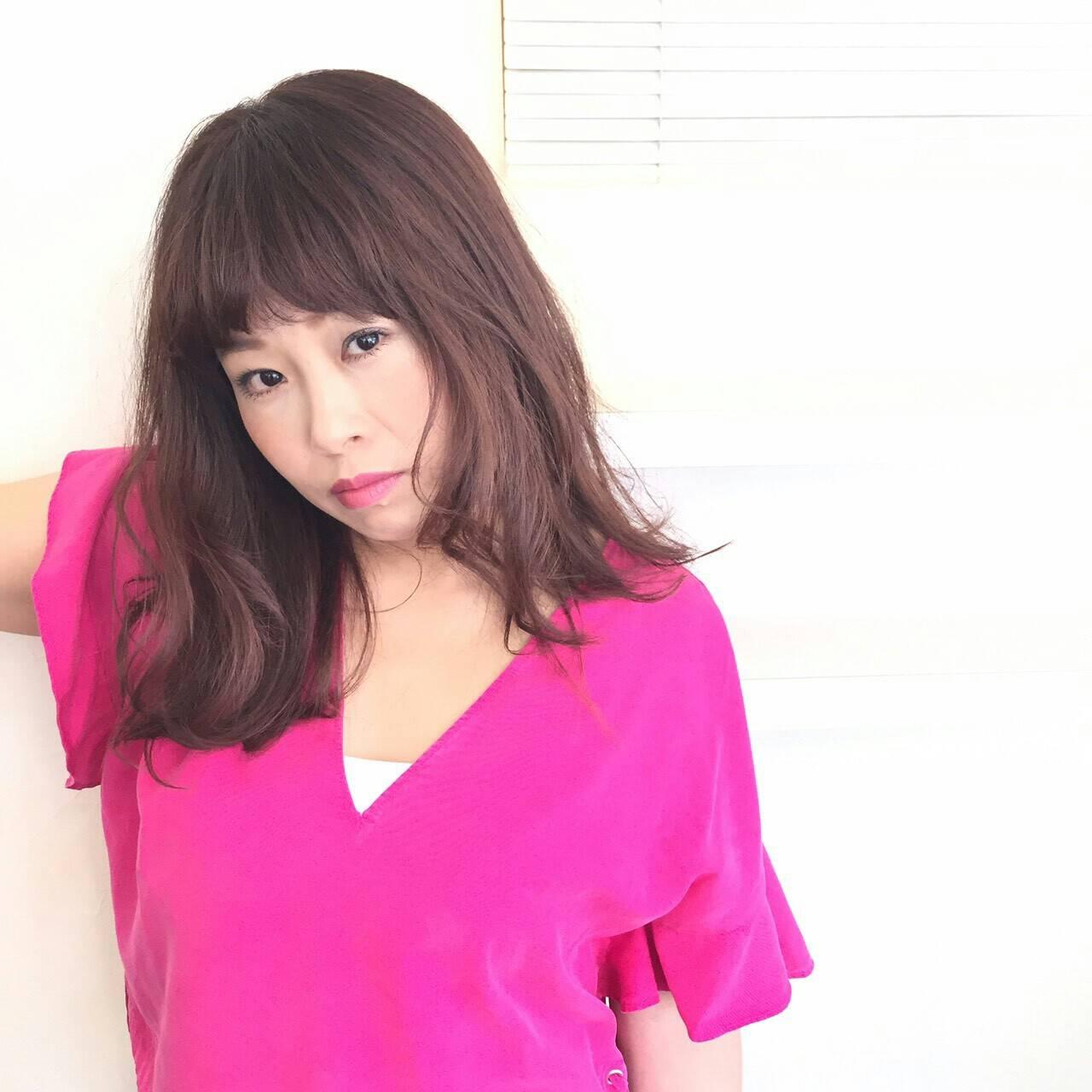 ミディアム レッド ピンク 大人かわいいヘアスタイルや髪型の写真・画像