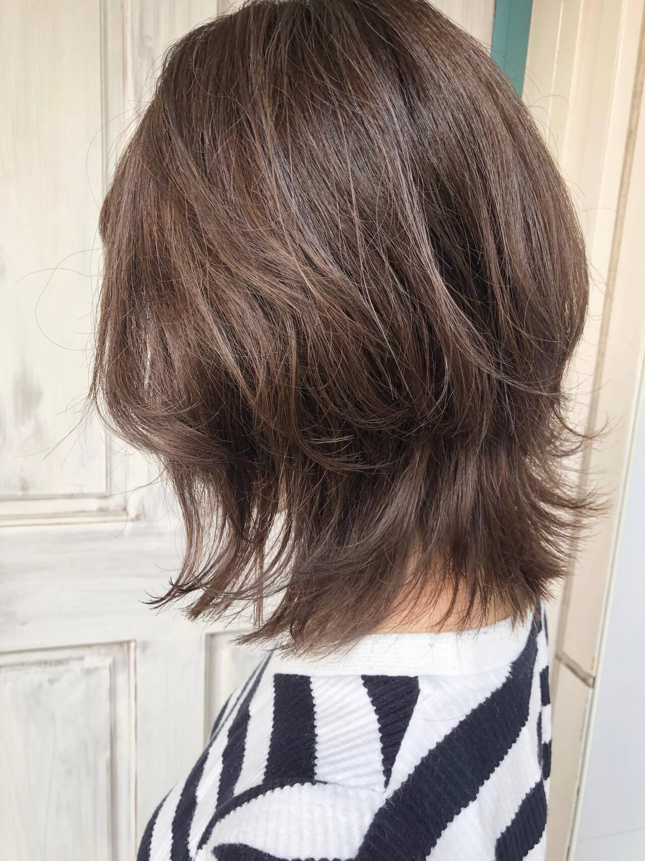 透明感カラー ミディアム アッシュグレージュ ナチュラルヘアスタイルや髪型の写真・画像