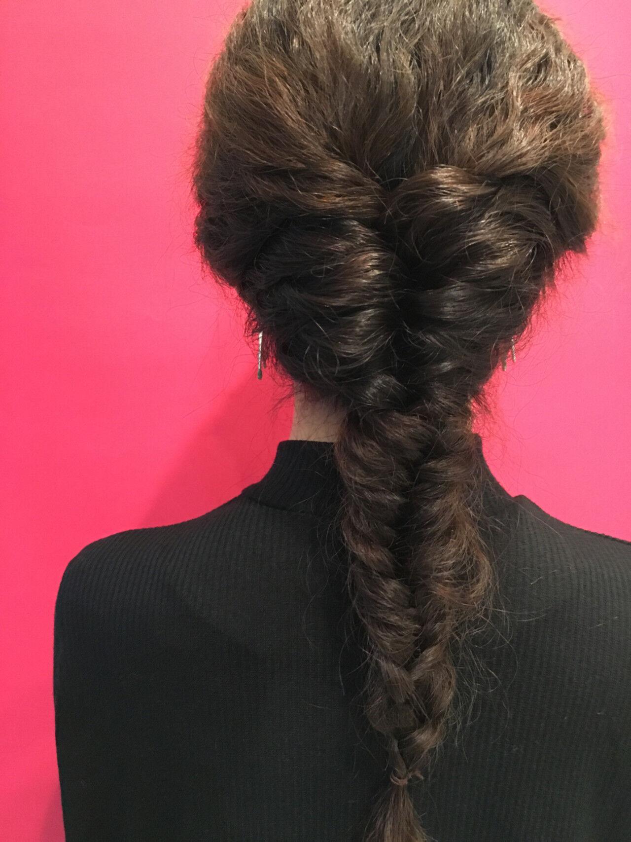 フィッシュボーン ロング ストリート ウェーブヘアスタイルや髪型の写真・画像