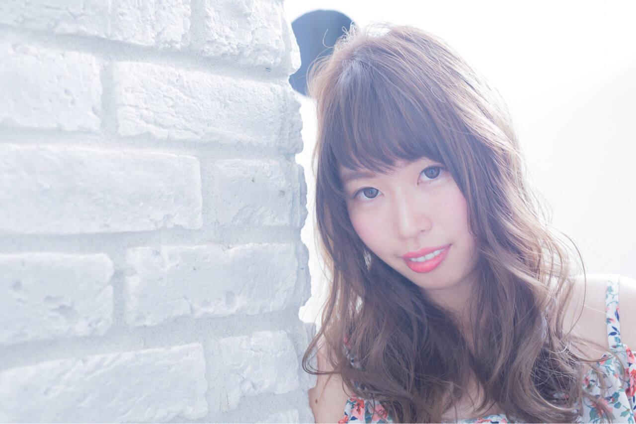 ロング フェミニン 外国人風カラー 秋ヘアスタイルや髪型の写真・画像