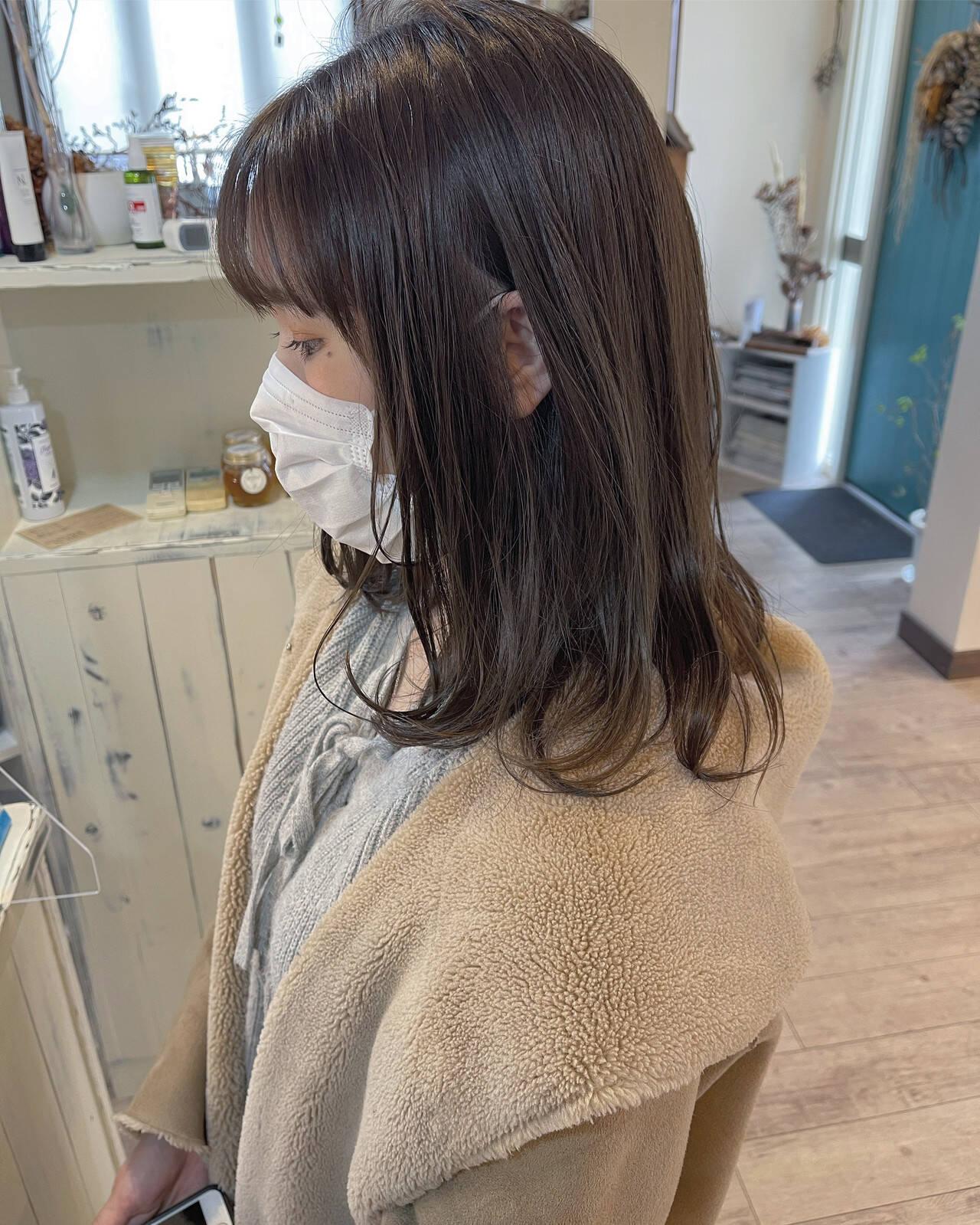オリーブグレージュ セミロング オリーブベージュ オリーブブラウンヘアスタイルや髪型の写真・画像
