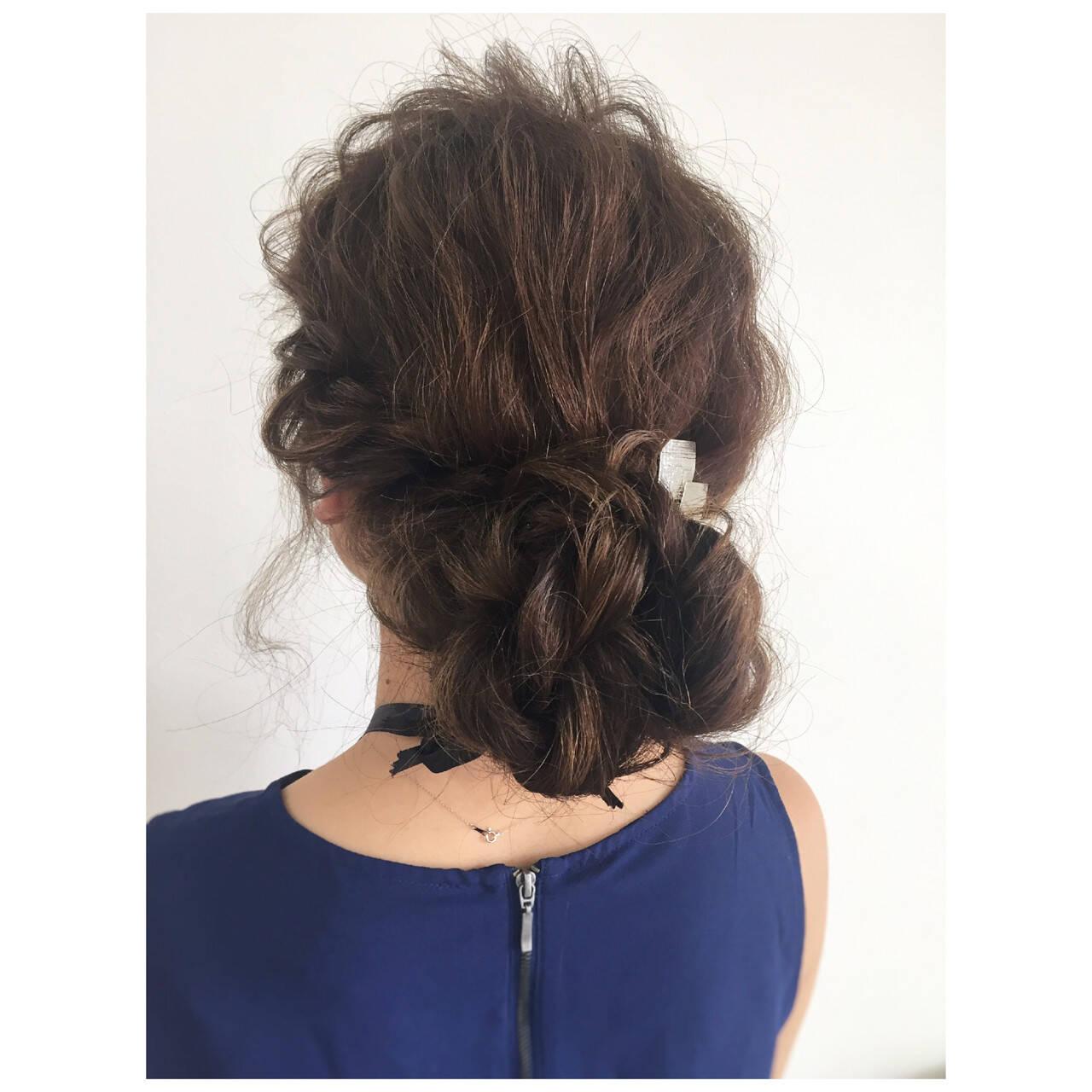 メッシーバン 大人かわいい シニヨン ミディアムヘアスタイルや髪型の写真・画像