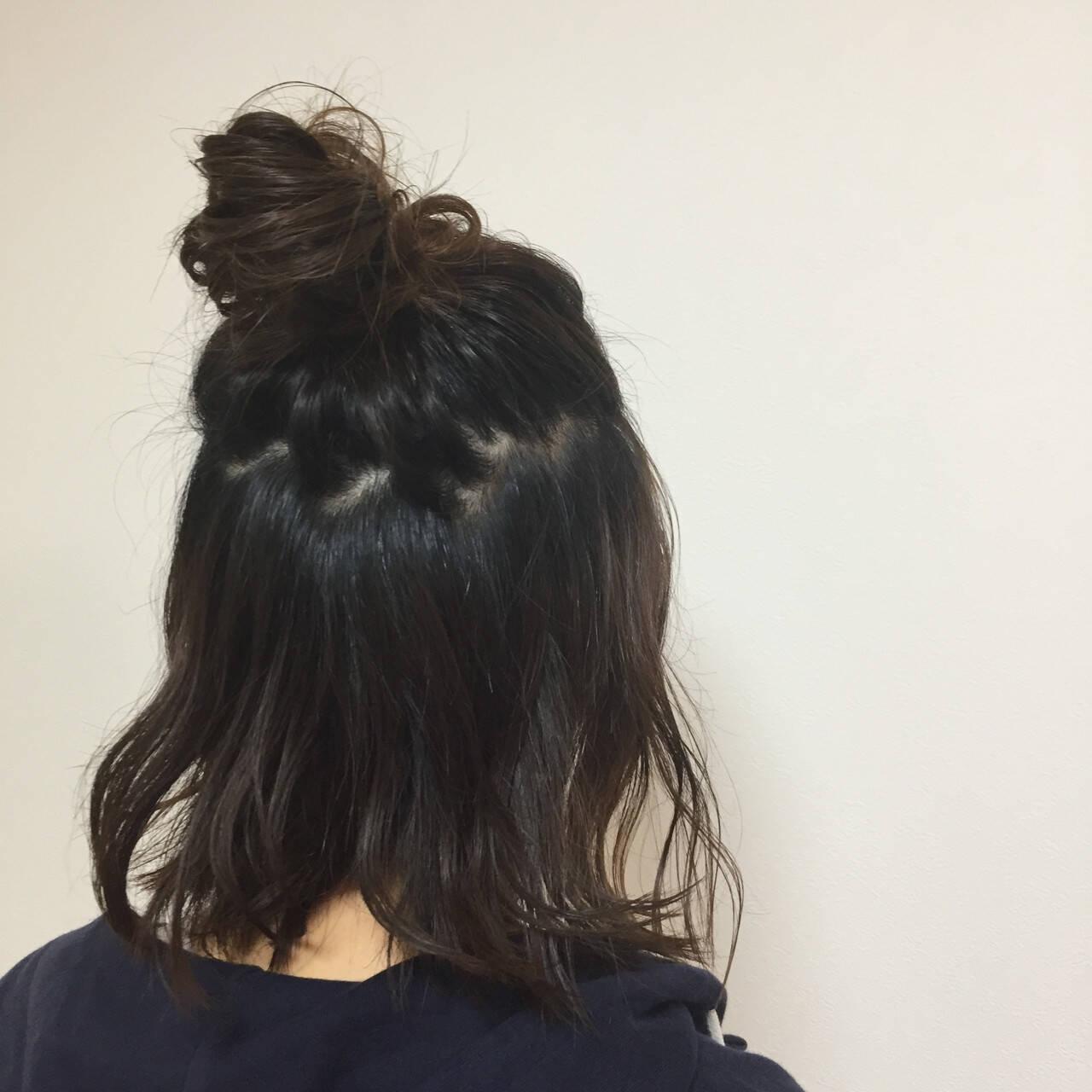 ヘアアレンジ ミディアム メッシーバン ナチュラルヘアスタイルや髪型の写真・画像
